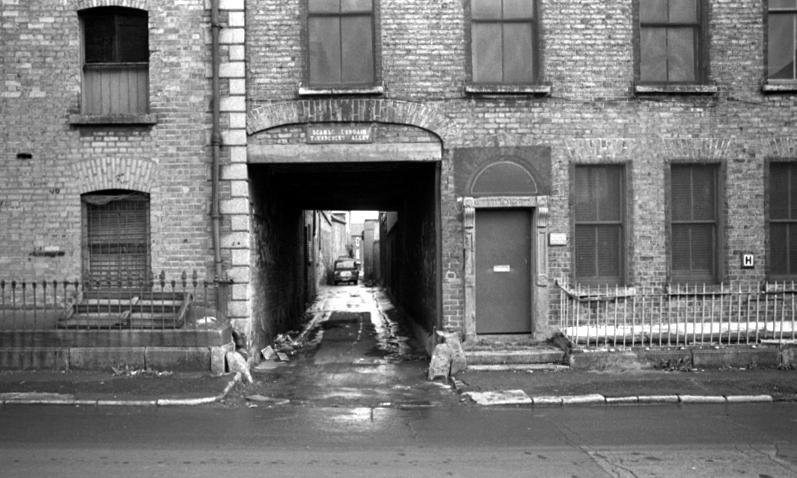 Thundercut Alley, 1979 - Dublin City Council Photographic Collection