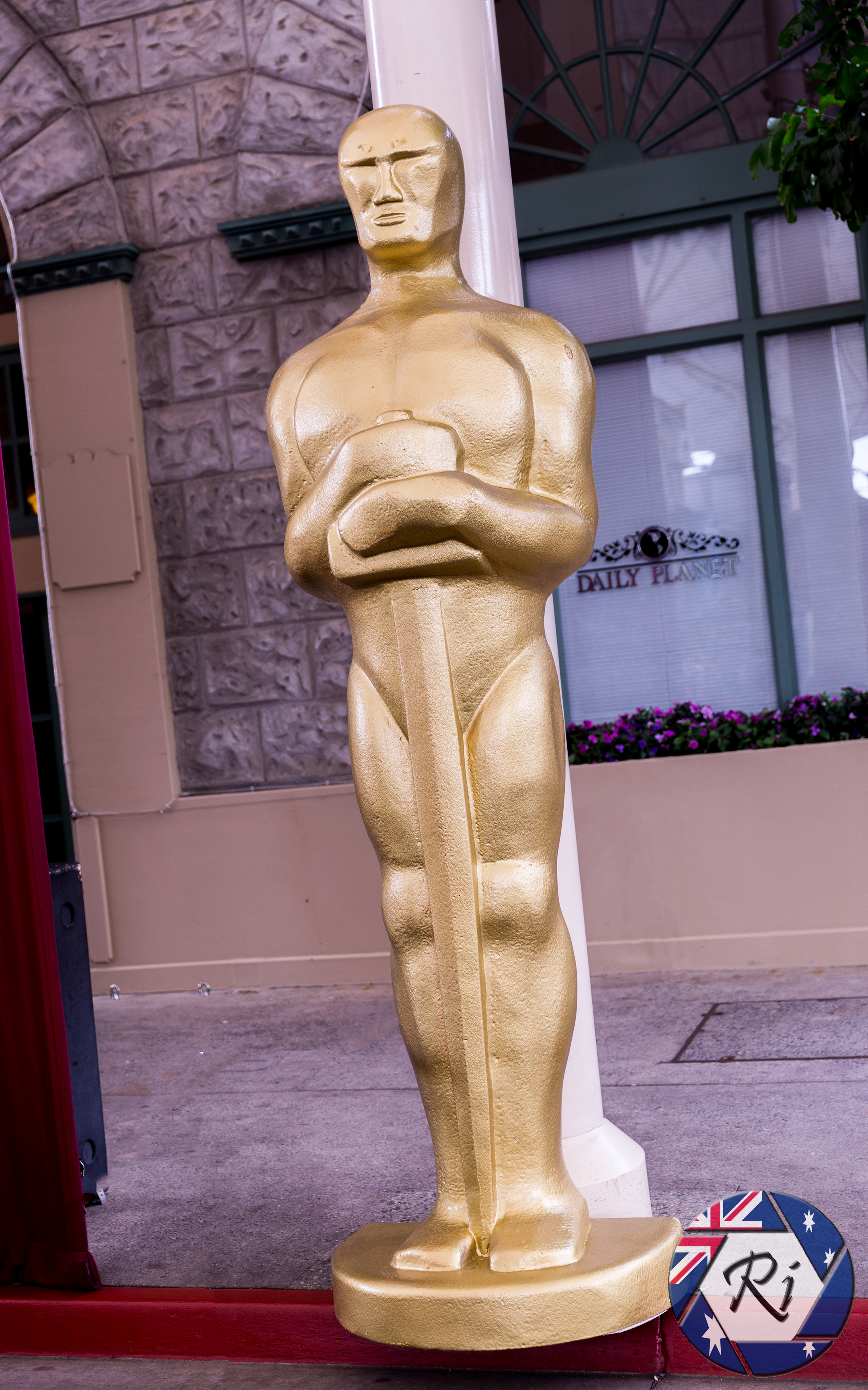 The Oscars Statue