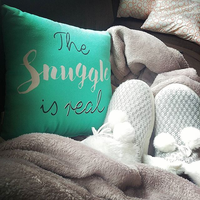 The snuggle is real  #weekendvibes #cozyknits #happyfeet #cozytime #lazymorning #pyjamas #homesweethome🏡 #slippers #pompoms #chillday #boldcolors #popofcolour #easterlongweekend #littlethings