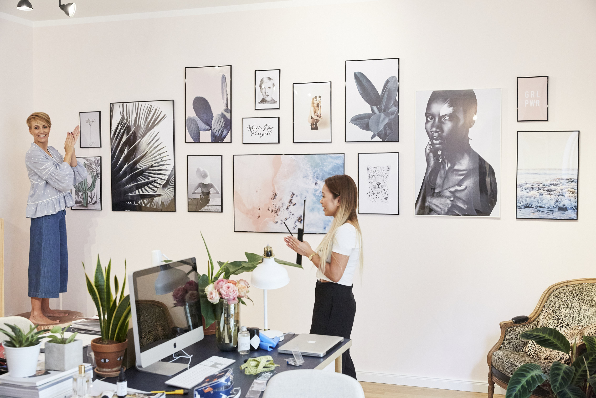 Miriam_jacks_bilderwand_juniqe_office_design_teamwork.jpg