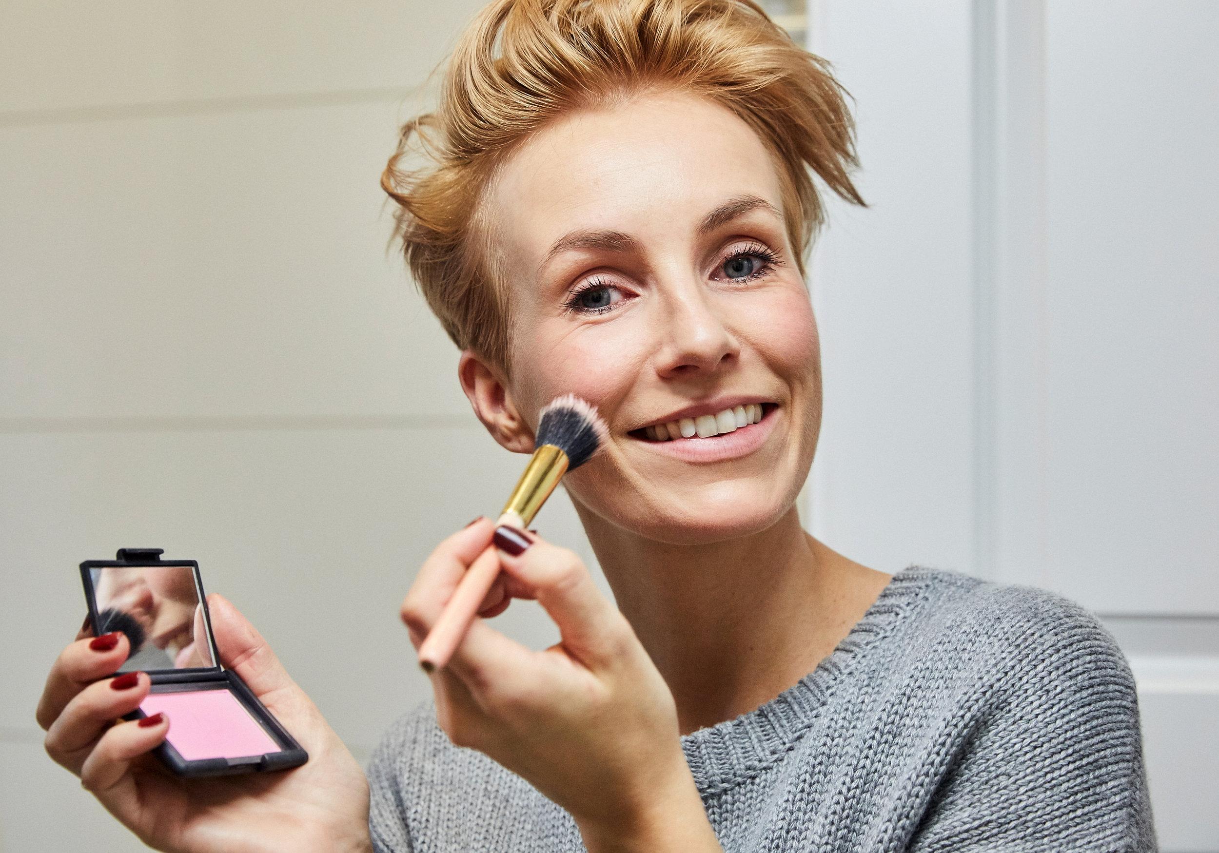 Ich benutze hier von NARS Desire mit Blush Pinsel #11 von JACKS beauty line