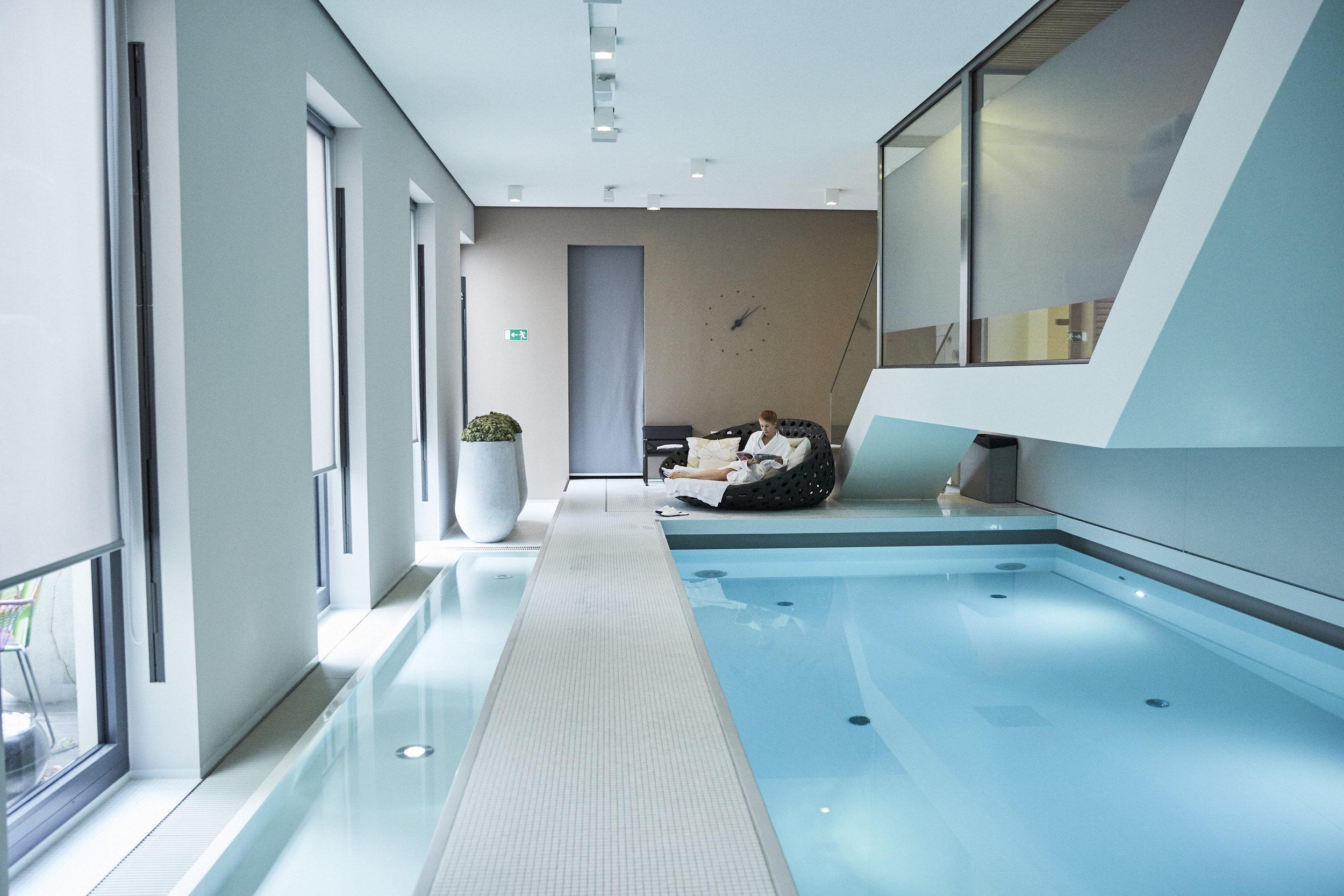 Das Susanne Kaufmann™ Boutique SPA ist 260 m² groß und mit einem 14-Meter Pool, einer finnischen Sauna, zwei Einzel- und einem Paar-Behandlungsraum mit Tageslicht ausgestattet.