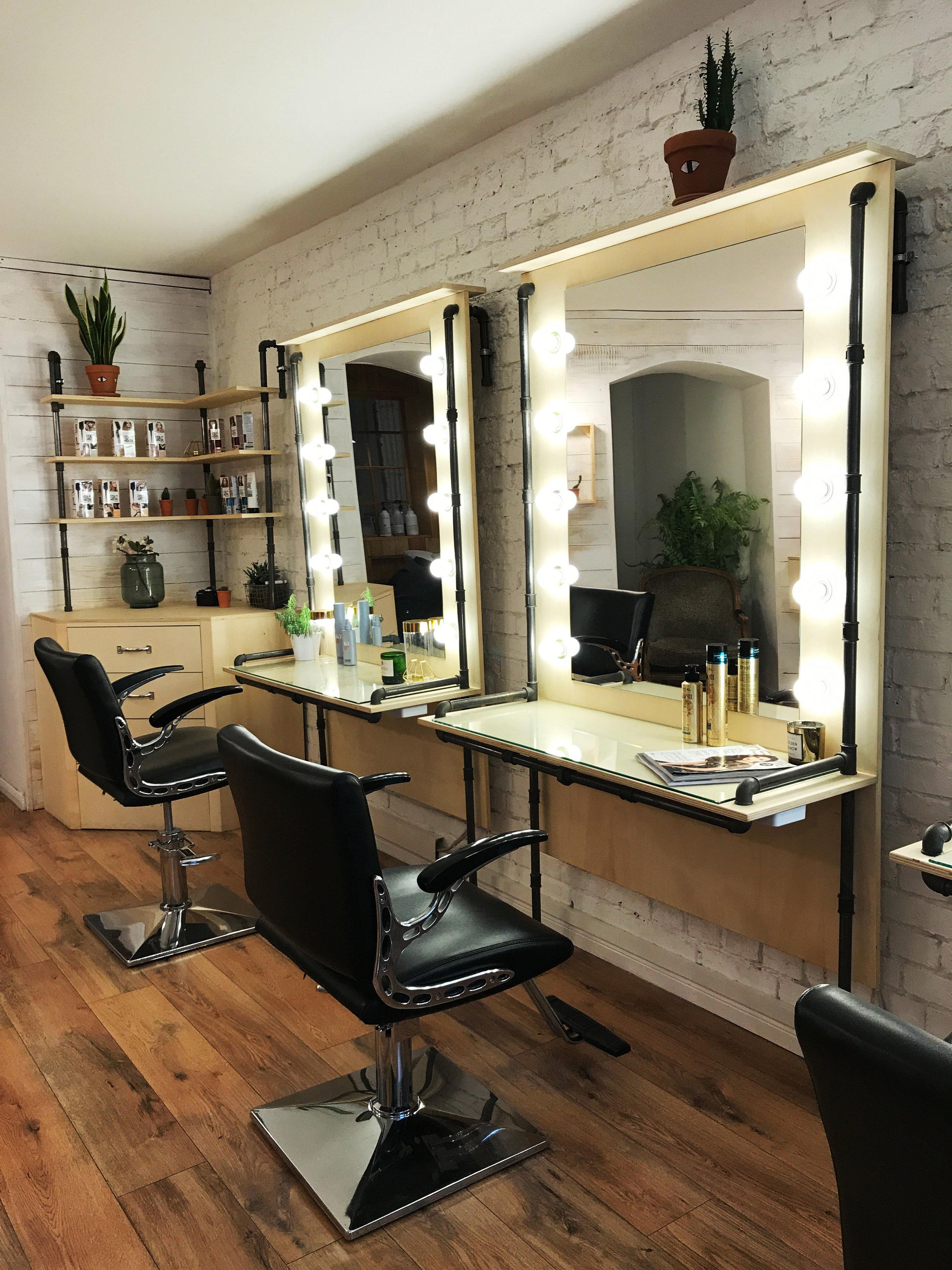 Hairlounge_Seats.jpg