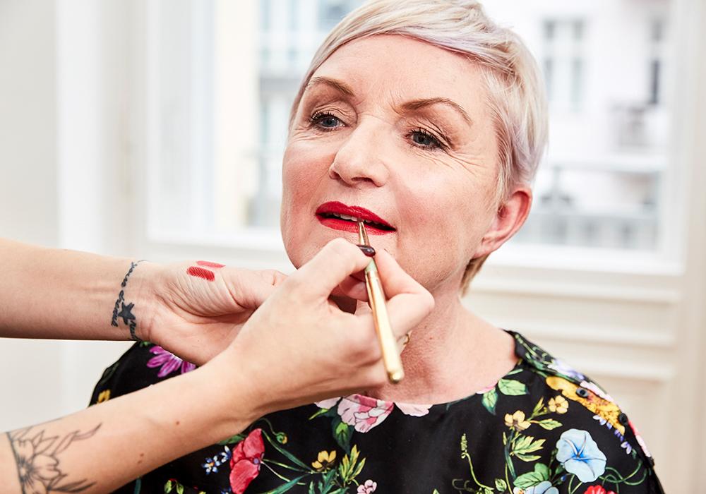 STEP BY STEPbest ager make-up - In der letzten Woche ging es um gesunde Ernährung und wie wir von innen heraus strahlen. Meine Mama hat mich mit einem leckeren Frühstück verwöhnt, dafür habe ich ihr ein tolles Make-up gezaubert. Da so viele Frauen mich auch immer wieder nach Tipps für einen Best Ager Make-up gefragt haben, kommt der schöne Look nun zu euch, inklusive praktischer Step-by-Step Anleitung.LOS GEHT`S