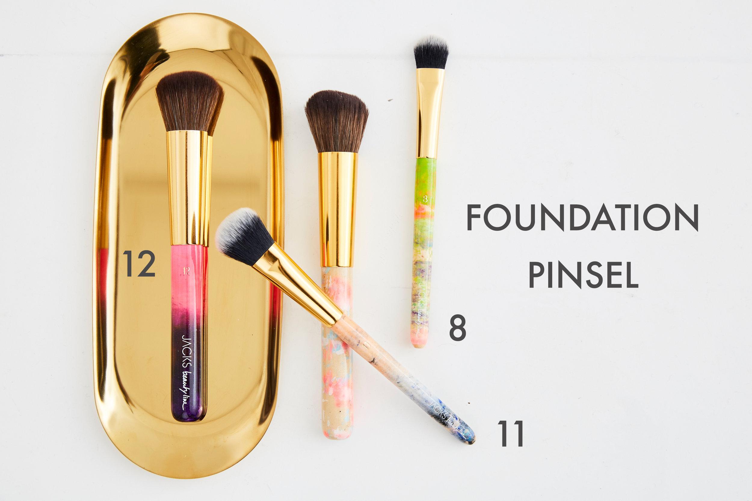 Pinsel_Foundation_Make-up_Jacksbeautyline.jpg