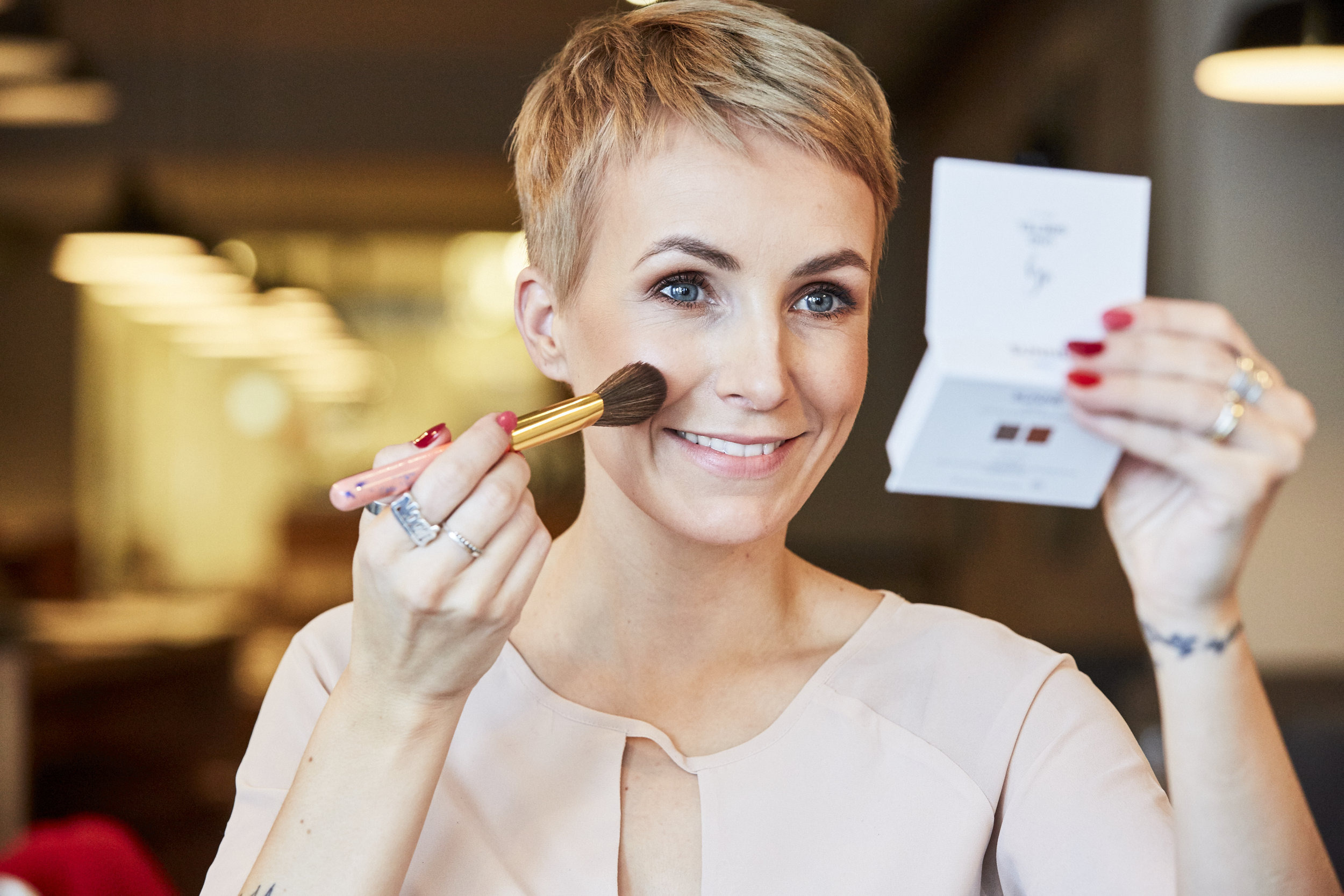 STEP-BY-STEP valentinstag make-up - In Kooperation mit UND GRETEL und dem Restaurant acht&dreissig stelle ich Dir heute mein Valentinstag Make-up Look vor. Es wird natürlich, bronzig.LOS GEHT'S