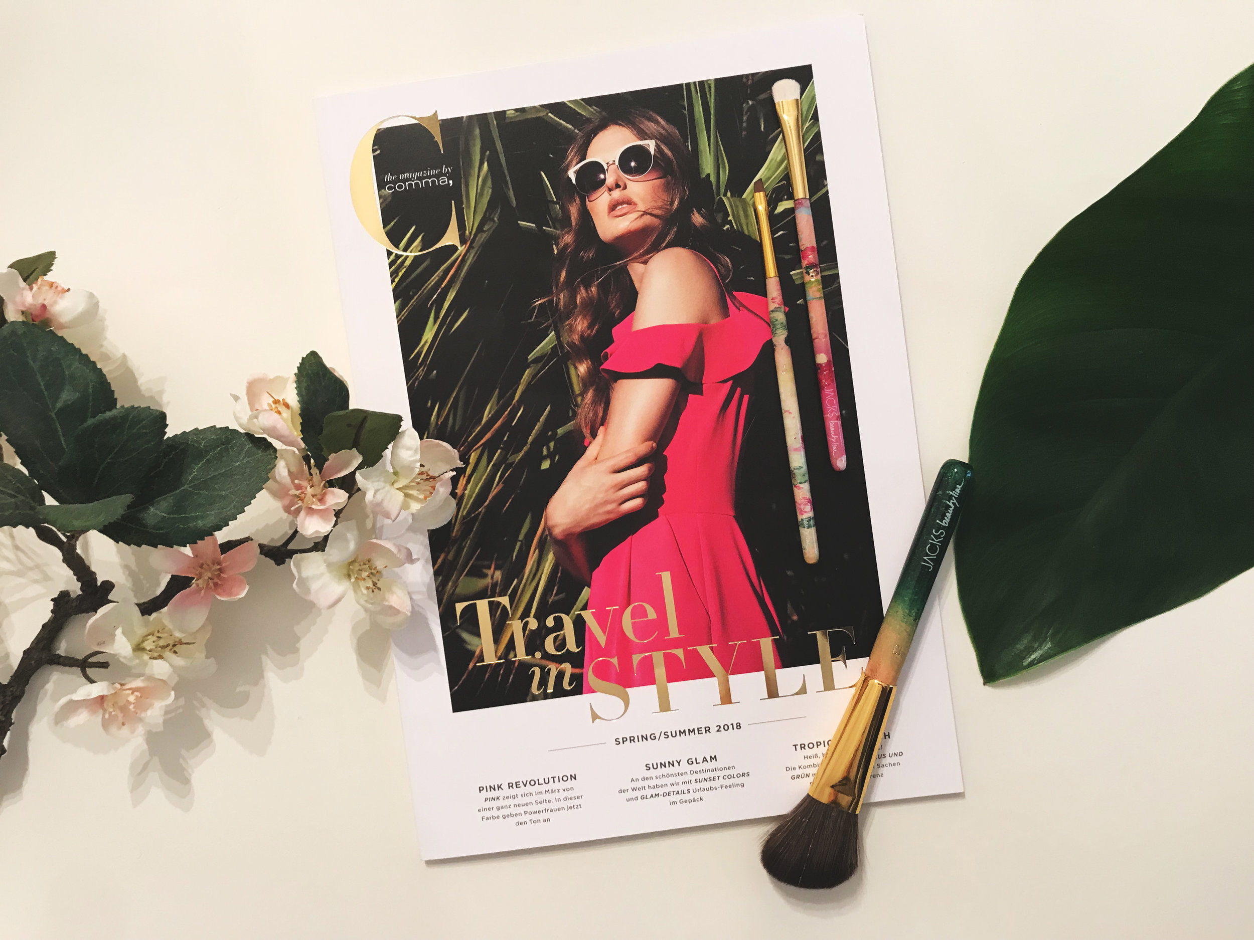 the magazine by comma, Ausgabe Spring/Summer 2018 zusammen mit JACKS beauty line Pinseln 4, 5 &13