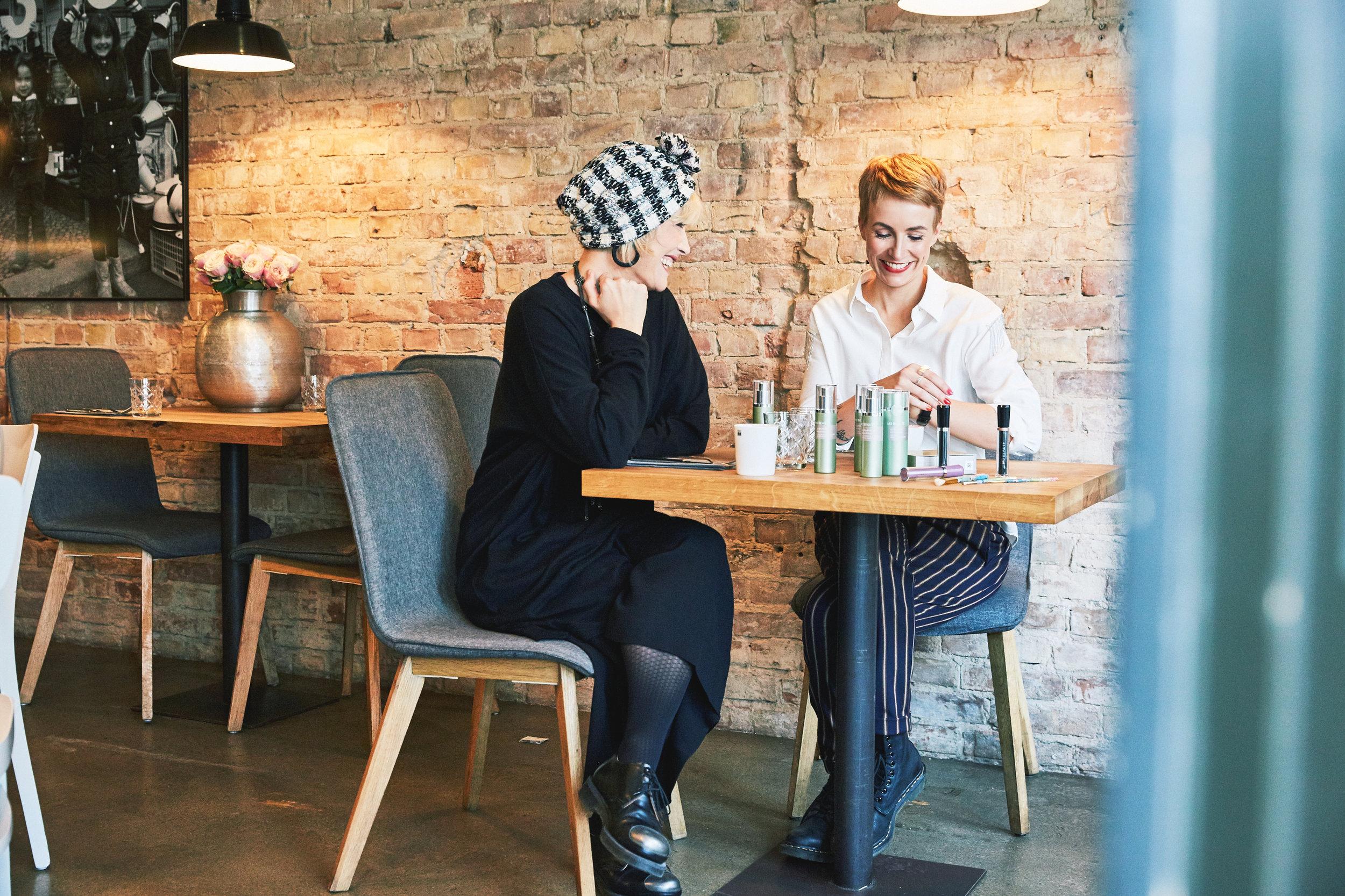 Alexa und Miriam im Gespräch