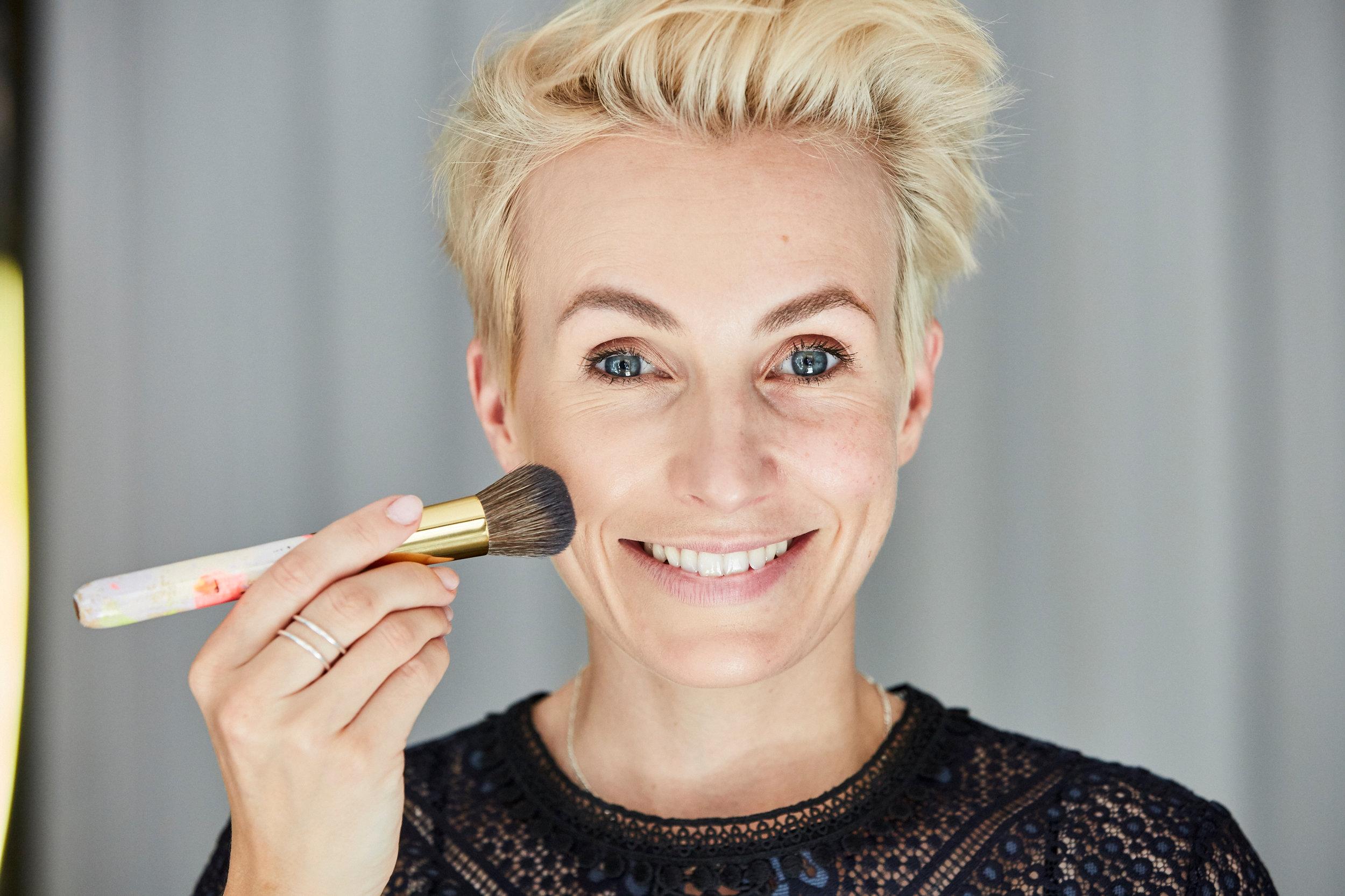 Mit meinem Foundation-Pinsel #12 hast du ganz easy in Sekunden ein perfektes Make-up!