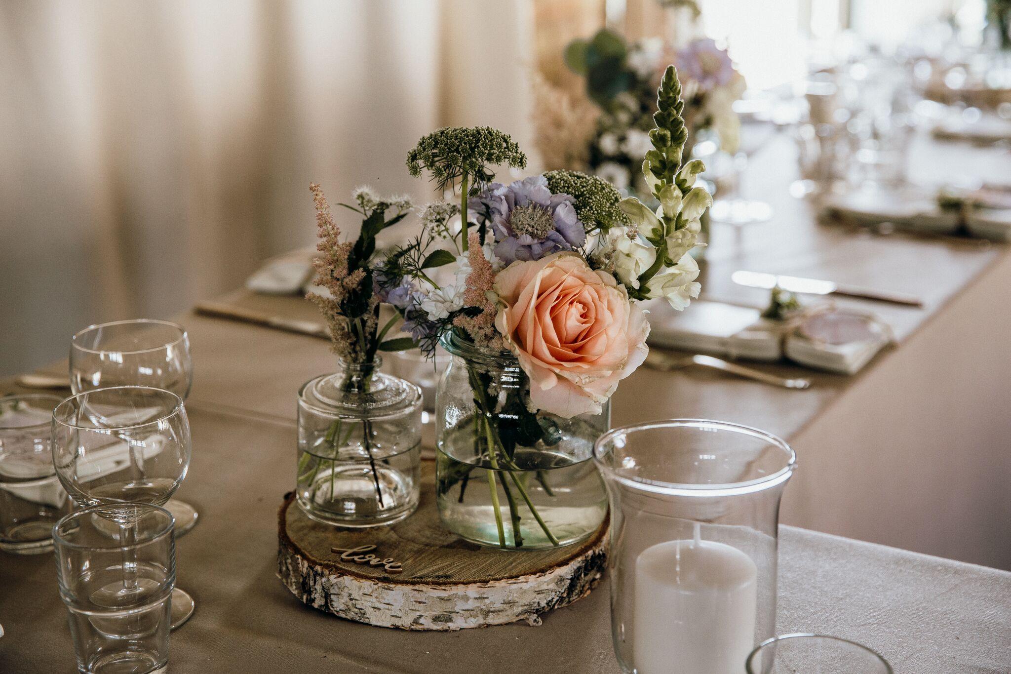 Tischdeko_Vasen_Hochzeit.jpg
