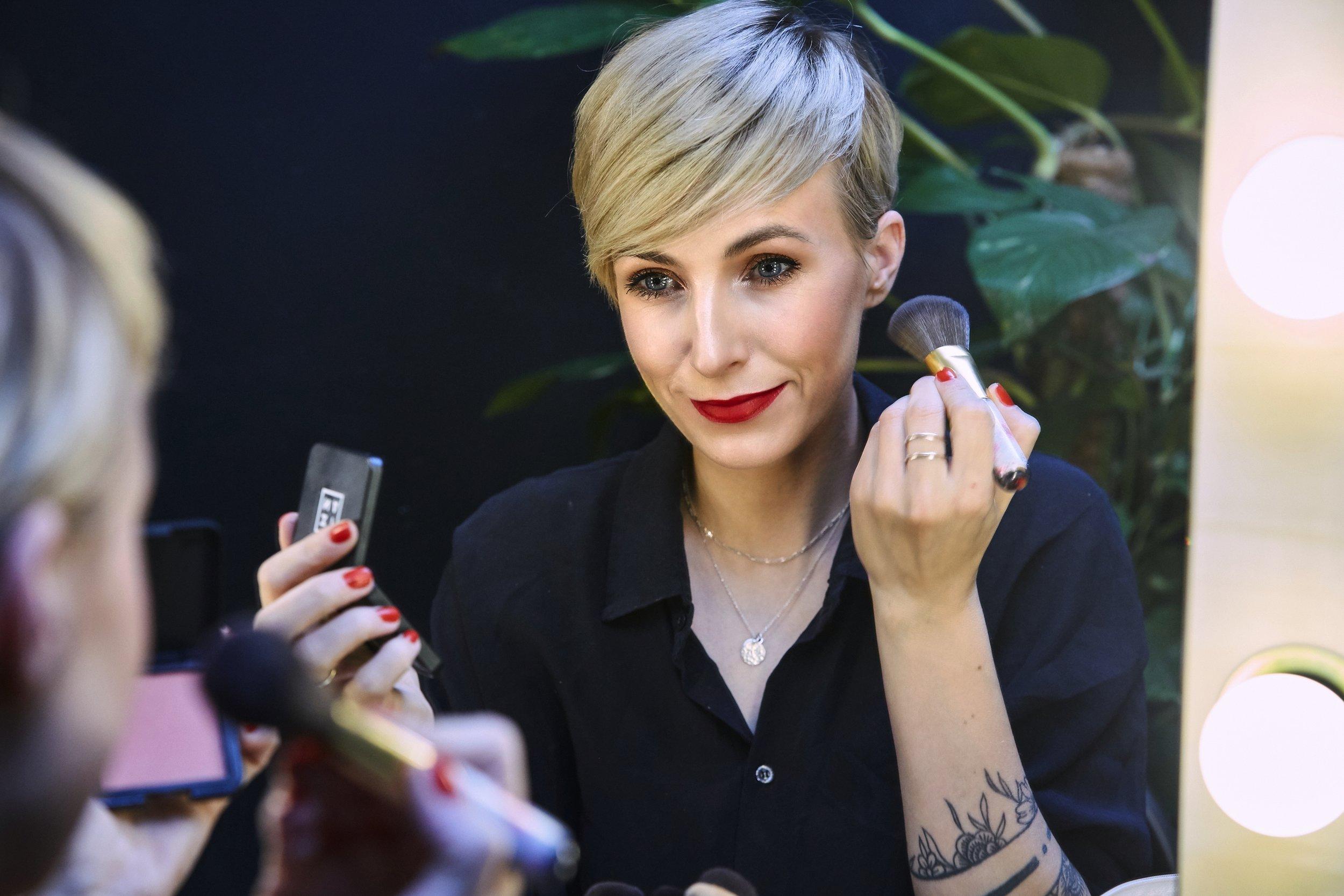 BEAUTY TIPPfestliches make-up - Ich stelle euch in diesem Blogbeitrag meine Ideen für das Weihnachts- und Silvester-Make-up vor. Vielleicht entdeckt ihr ein paar neue Produkte und Tipps für euch …LOS GEHT'S