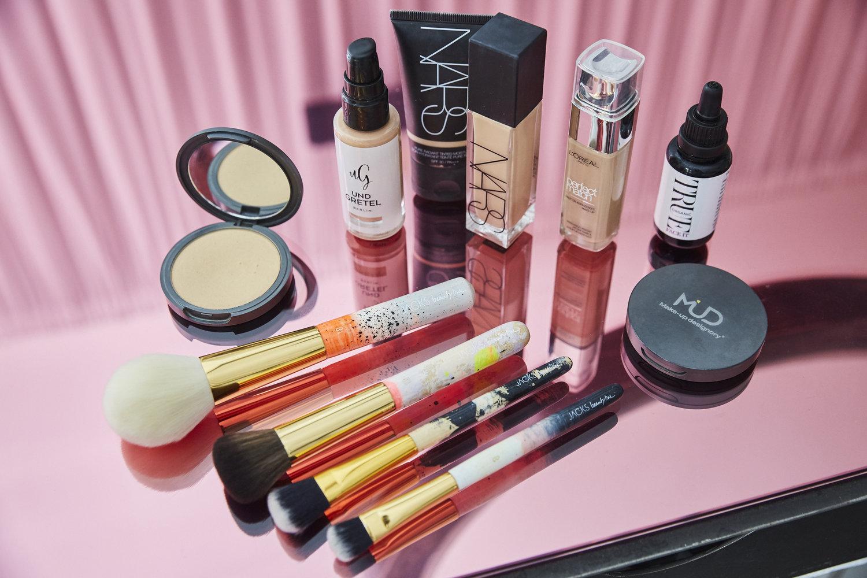 BEAUTY TIPPhaltbarkeit von kosmetika - Weißt du eigentlich woran man erkennt, wie lange deine Make-up und Kosmetik Produkte haltbar sind? Muss man sie wirklich wegschmeißen, wenn das Datum überschritten ist?Das und vieles mehr erfährst du in diesem Beitrag…LOS GEHT'S