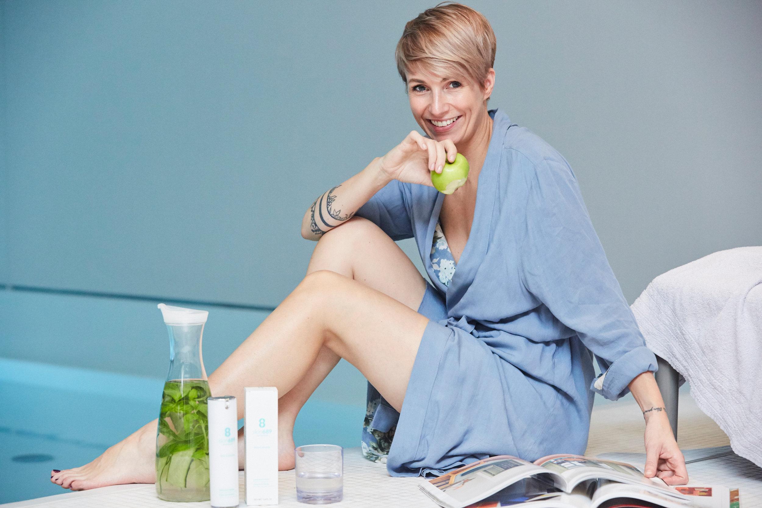 BEAUTY TIPPanti cellulite - Fast 80% aller deutschen Frauen sind von Cellulite betroffen, nur ca.10% versuchen mit regelmäßigem Eincremen dagegen anzugehen. Jede 2. Frau besitzt eine Anti-Aging Creme, aber gegen Cellulite wird kaum etwas unternommen. Nun gut, bis vor ca. einem Jahr dachte ich ja auch, dass eh nichts hilft, außer sich unter das Messer zu legen…LOS GEHT'S