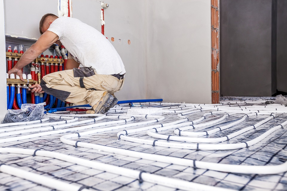 gas-engineer-installing-underfloor-heating-shutterstock-img-resized.jpg