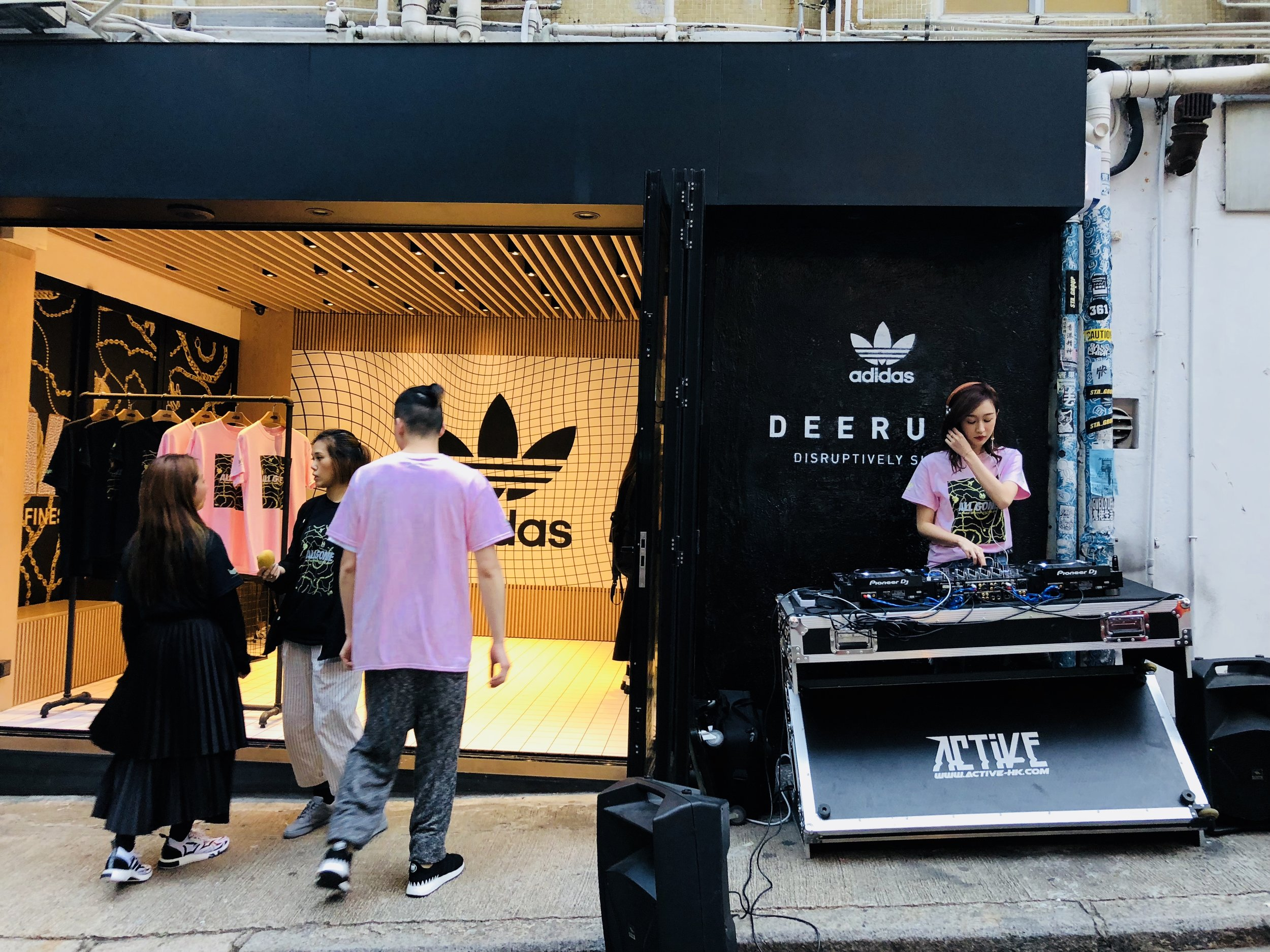 Cool shops with DJ evenings