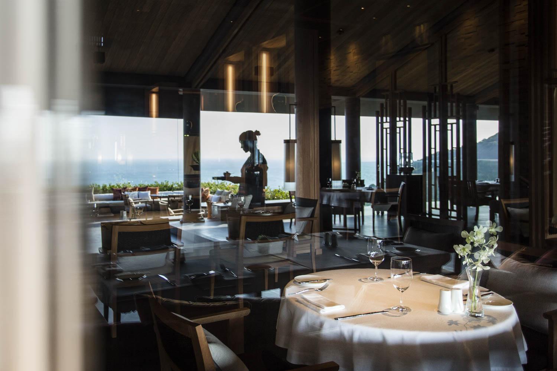 Hospitality service at the Amanoi Resort | Vietnam Resort Photography | Photographer Francis Roux Portfolio