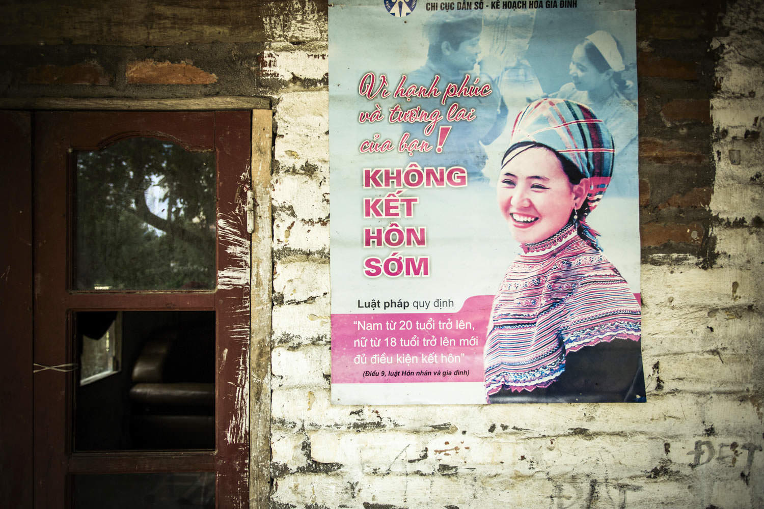 Informative panel for Hmong community | Documentary photographer in Vietnam Francis Roux