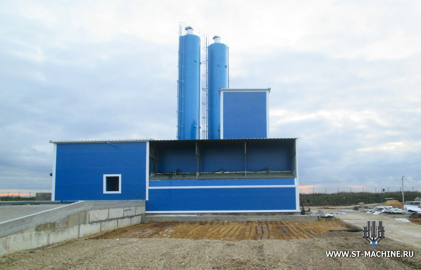 stmachine concrete mixing plant from russia.jpg
