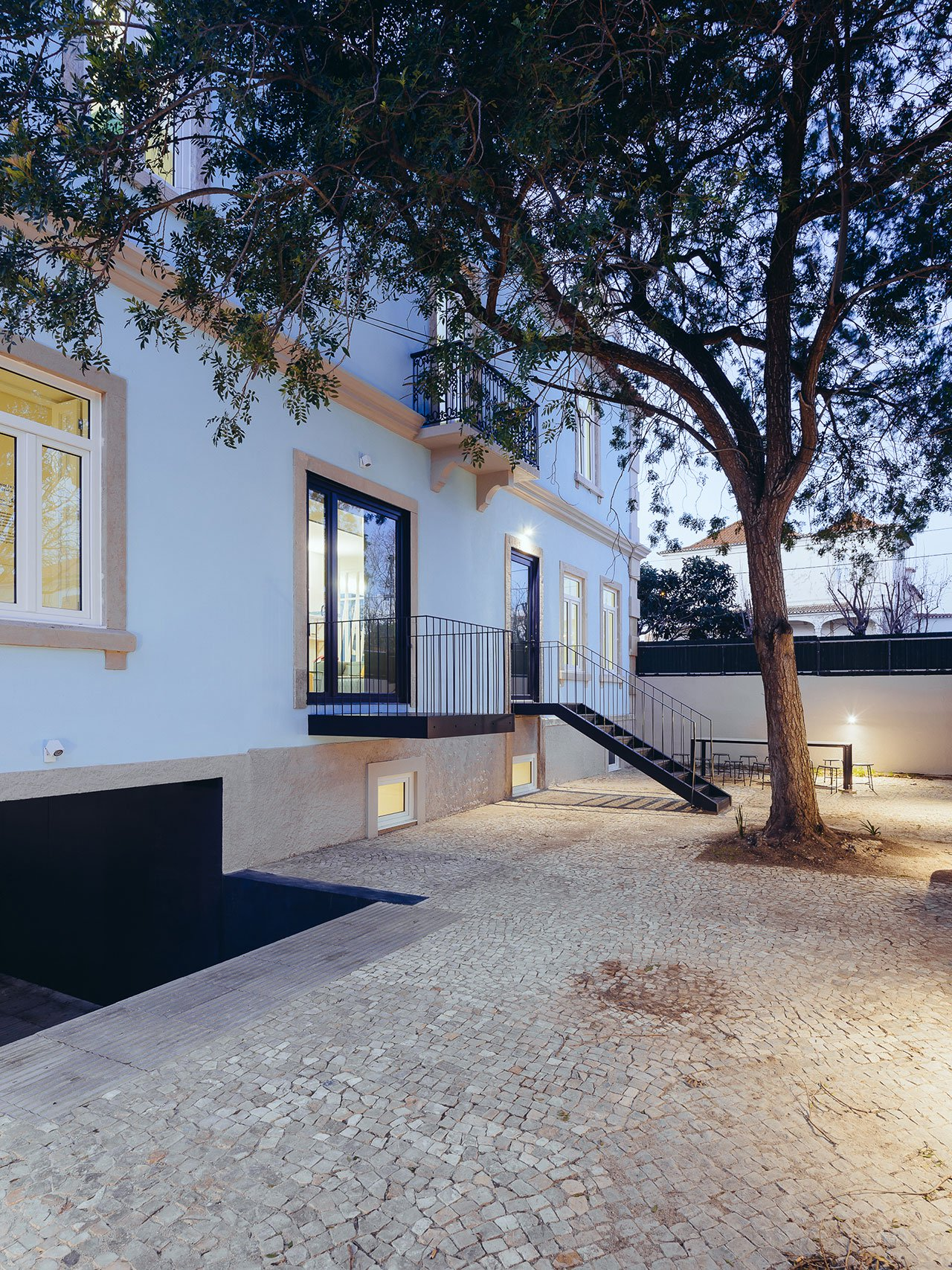 s21_hostel_in_parede_cascais_portugal_aurora_arquitectos_photo_do_mal_o_menos_yatzer.jpg