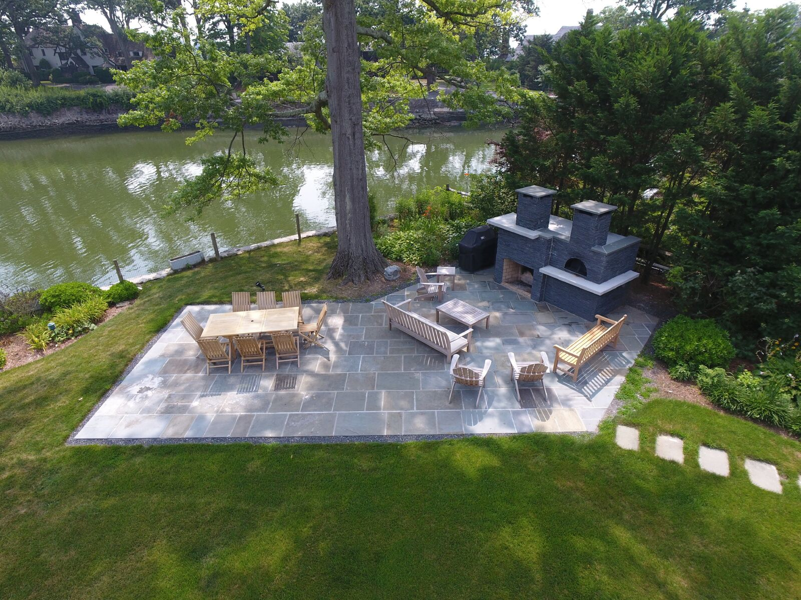 Bishop - Patio, Sitting Wall, Pavers & Pizza Oven development