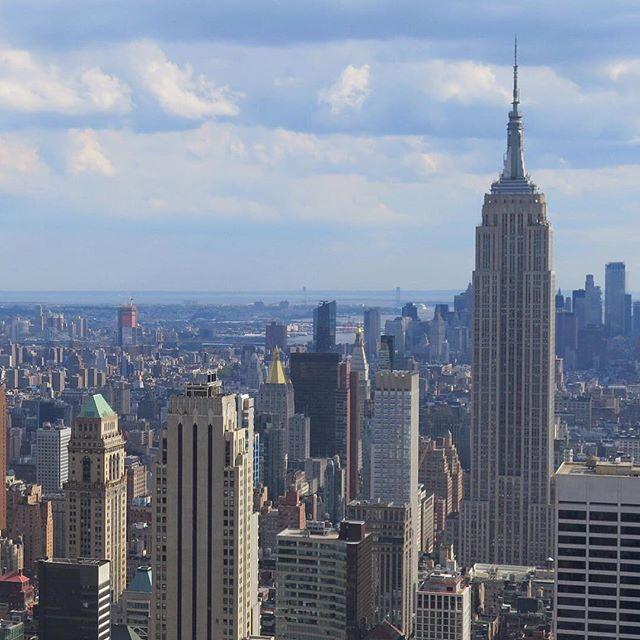 New York Skyline . . #newyorkcity #ny #ilovenewyork #studyabroad #travelabroad #destination #homestay #nyc #sarashomestay #sarahomestay