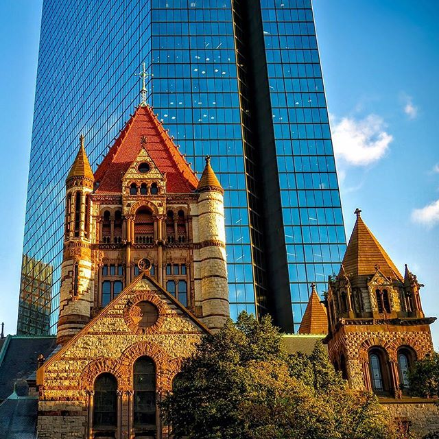 "Trinity Church is designated as ""one of the ten most important buildings in America"" by American Institute of Architects. . . #church #trinitychurch #boston #trinitychurchboston #architecture #massachusetts #sarashomestay #sarahomestay"