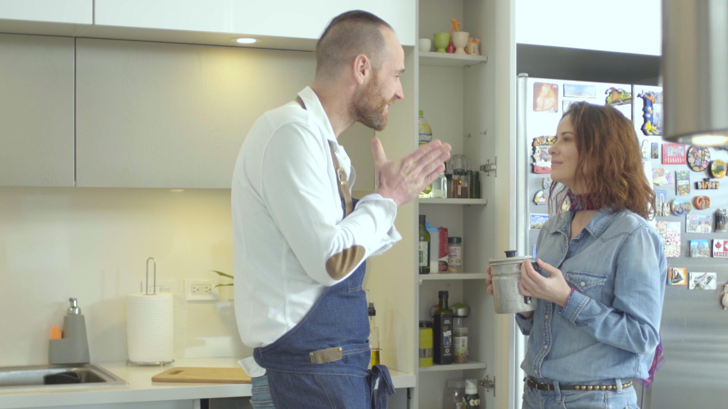 ¿Qué le enseña Koldo a sus amigas? - Conoce a Koldo Miranda, chef ganador de una estrella Michelin. En esta oportunidad visitará a sus amigas y, durante varios días, les enseñará diferentes recetas para obtener fritos limpios, secos y crocantes.