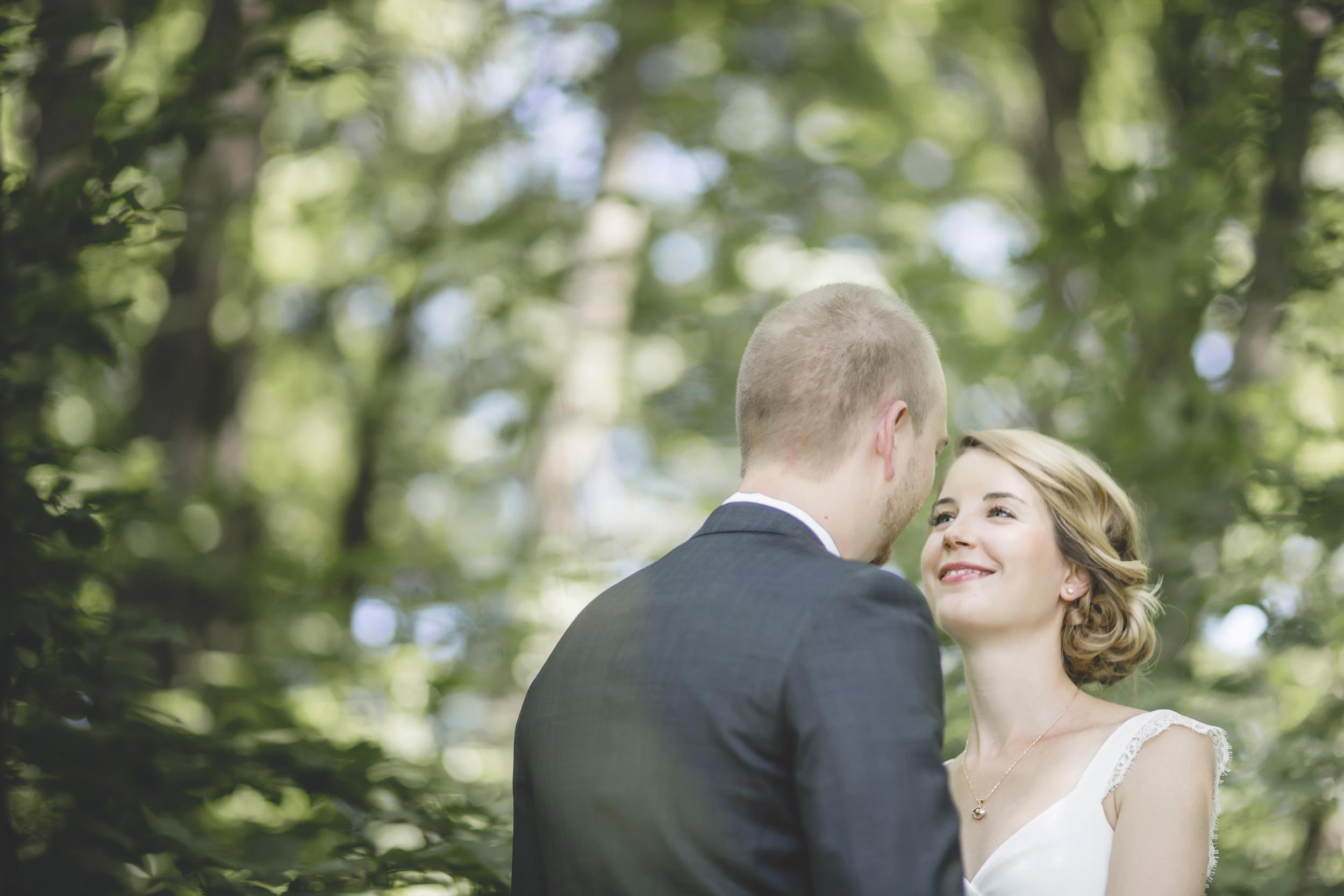 27 Minneapolis home backyard wedding first look 4.jpg