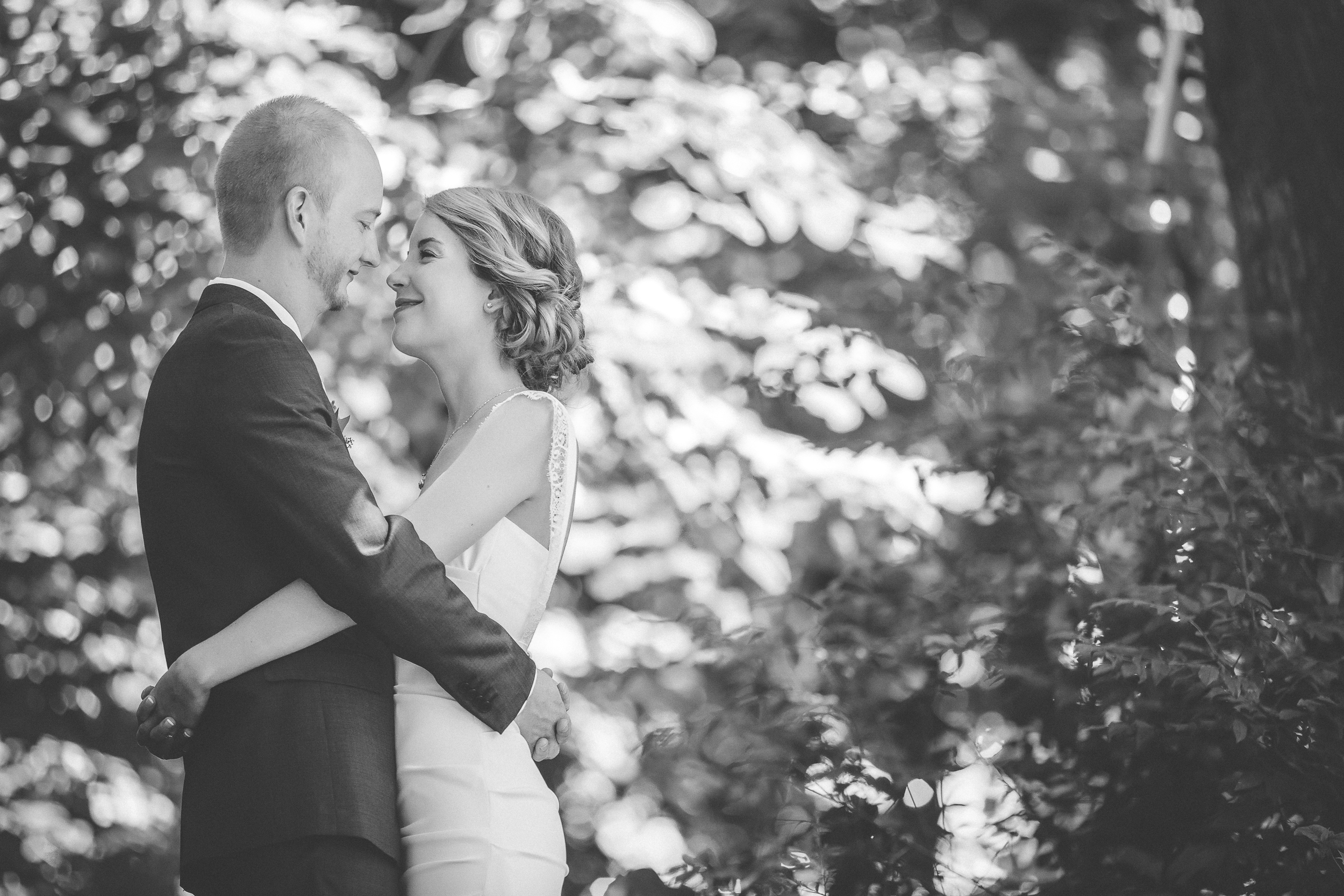 30 Minneapolis home backyard wedding first look 5.jpg