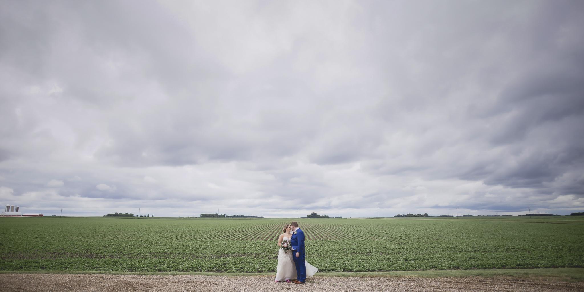 minnesota family farm outdoor wedding photographer-8.jpg