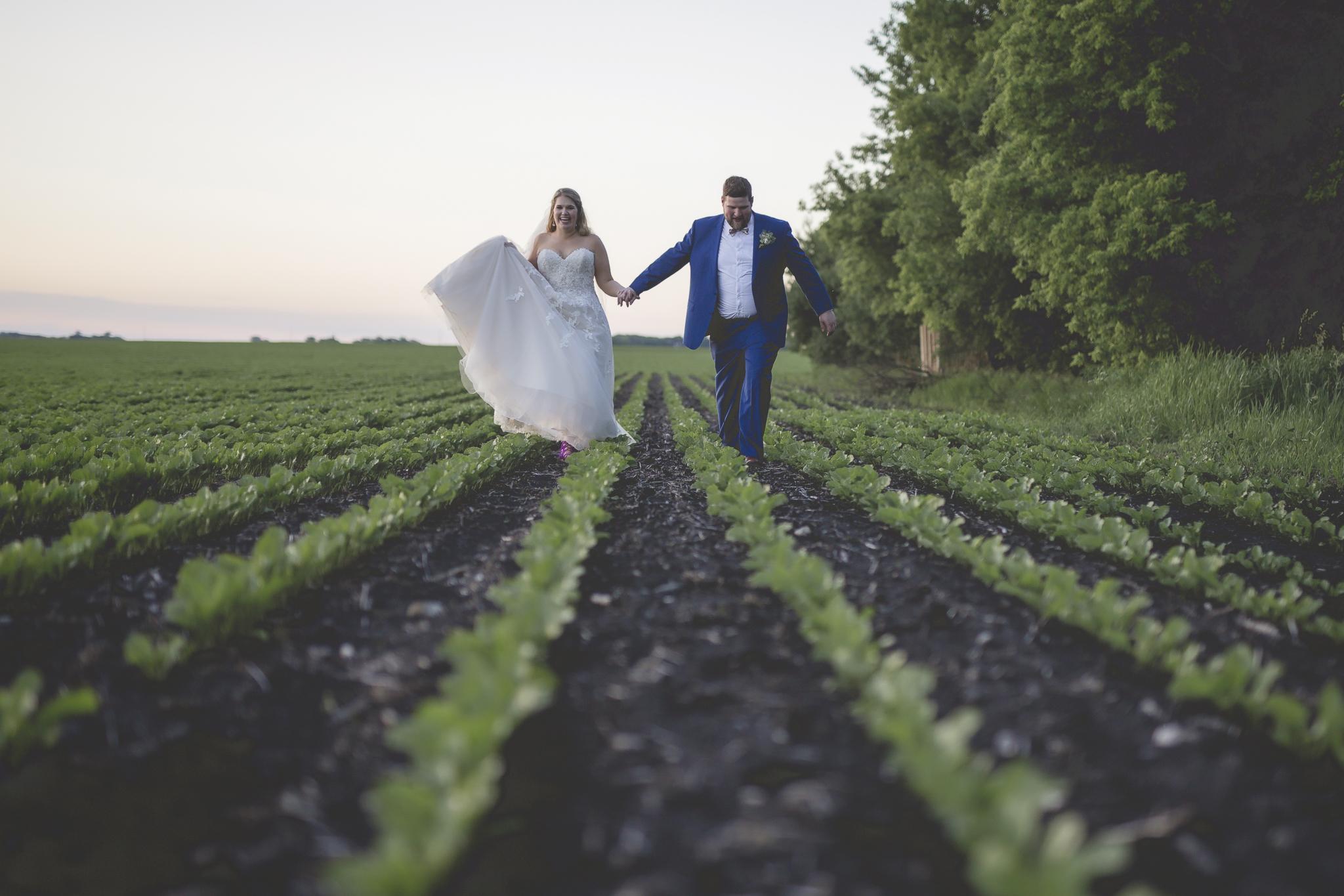minnesota family farm outdoor wedding photographer-12.jpg