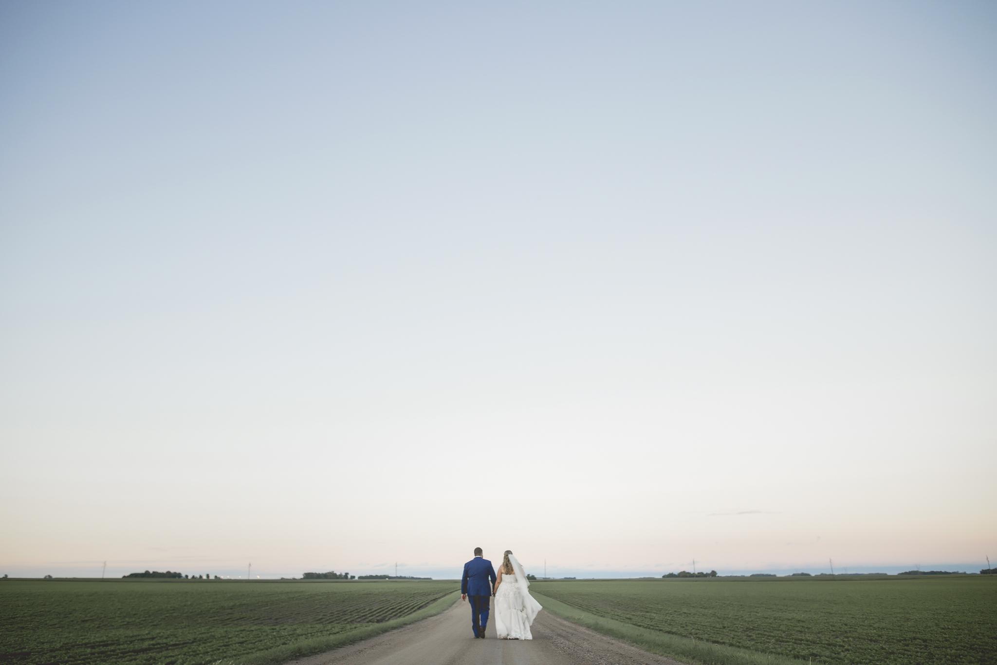 minnesota family farm outdoor wedding photographer-15.jpg