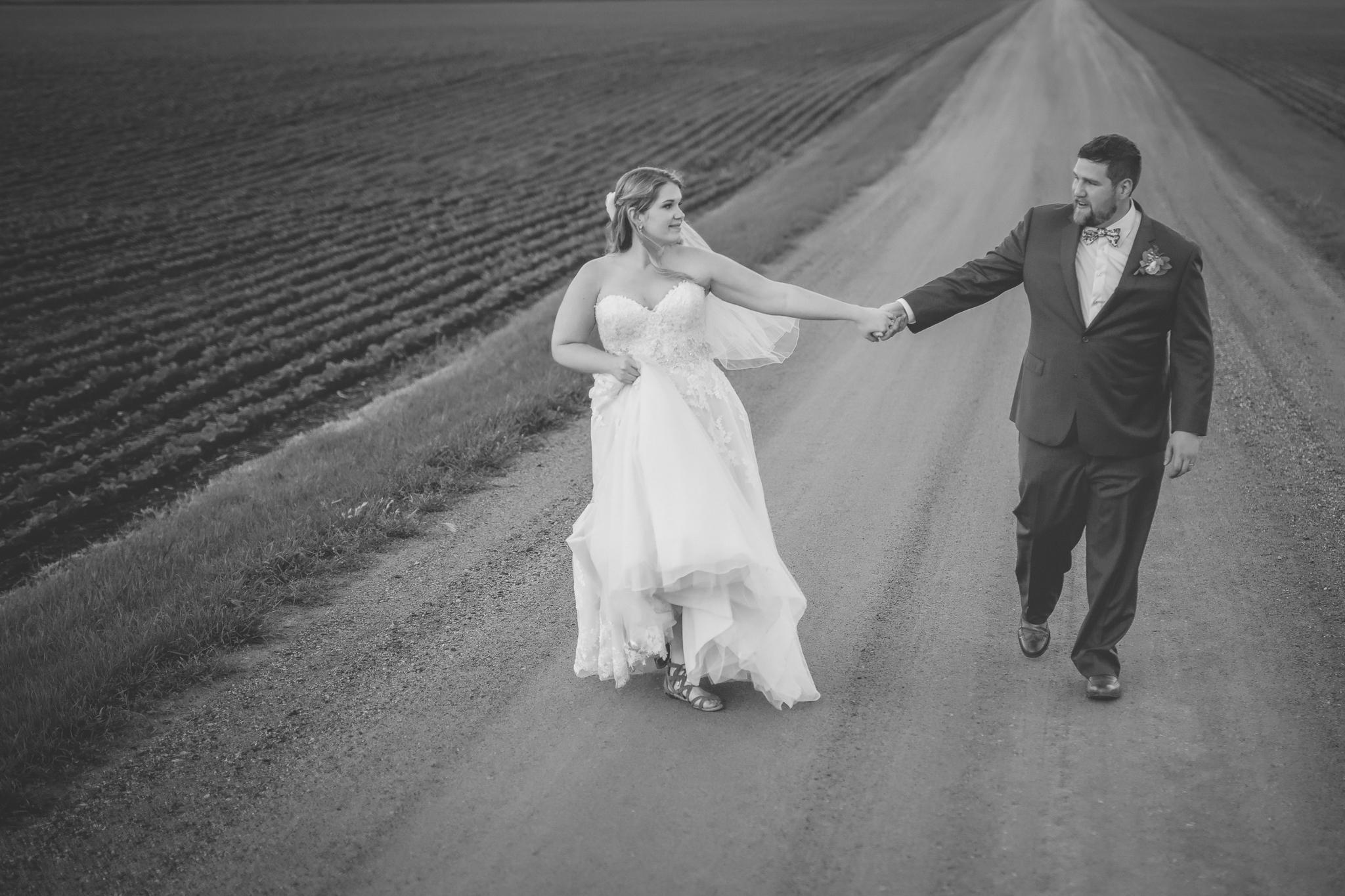 minnesota family farm outdoor wedding photographer-17.jpg