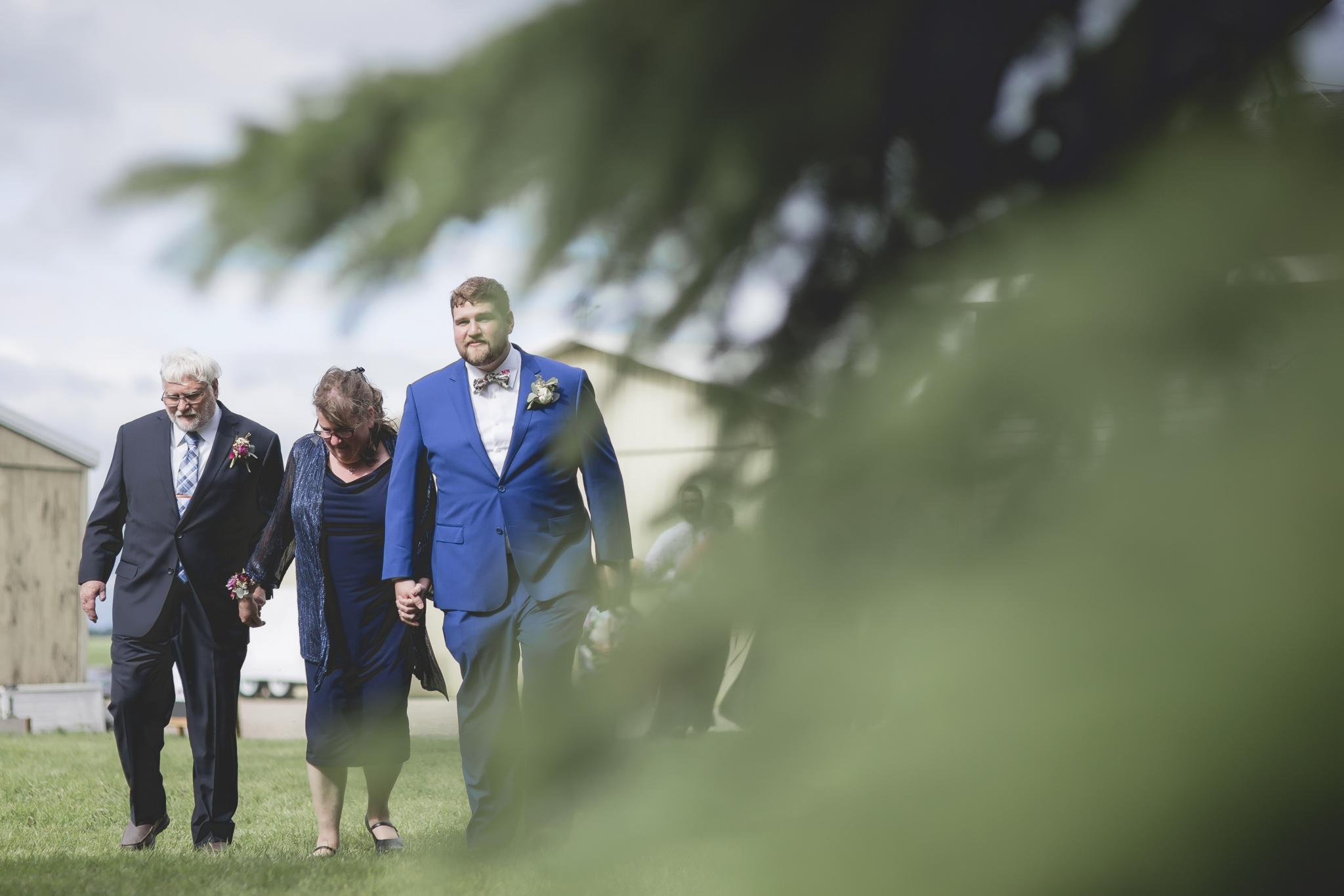 minnesota family farm outdoor wedding photographer-22.jpg