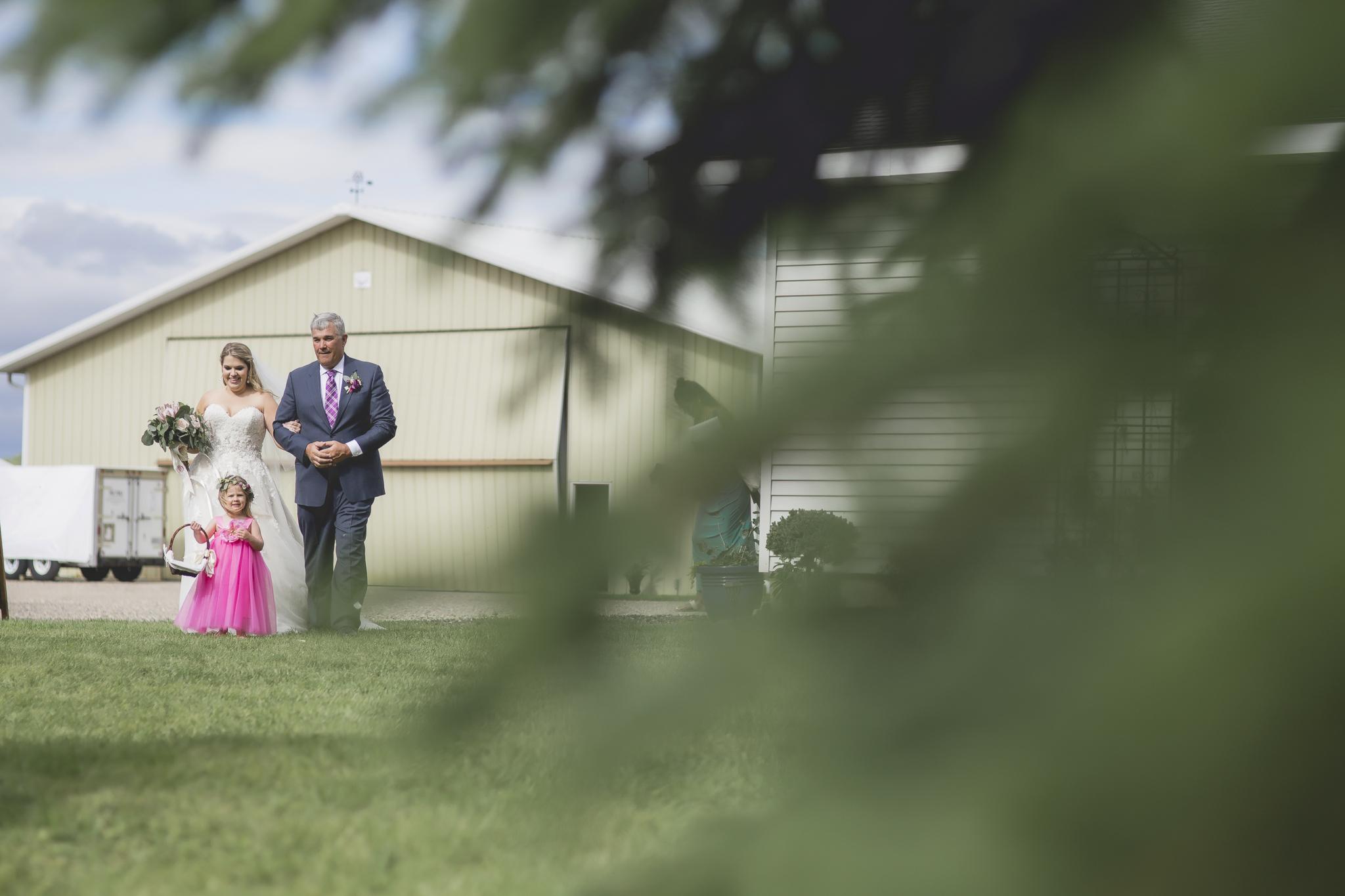 minnesota family farm outdoor wedding photographer-23.jpg