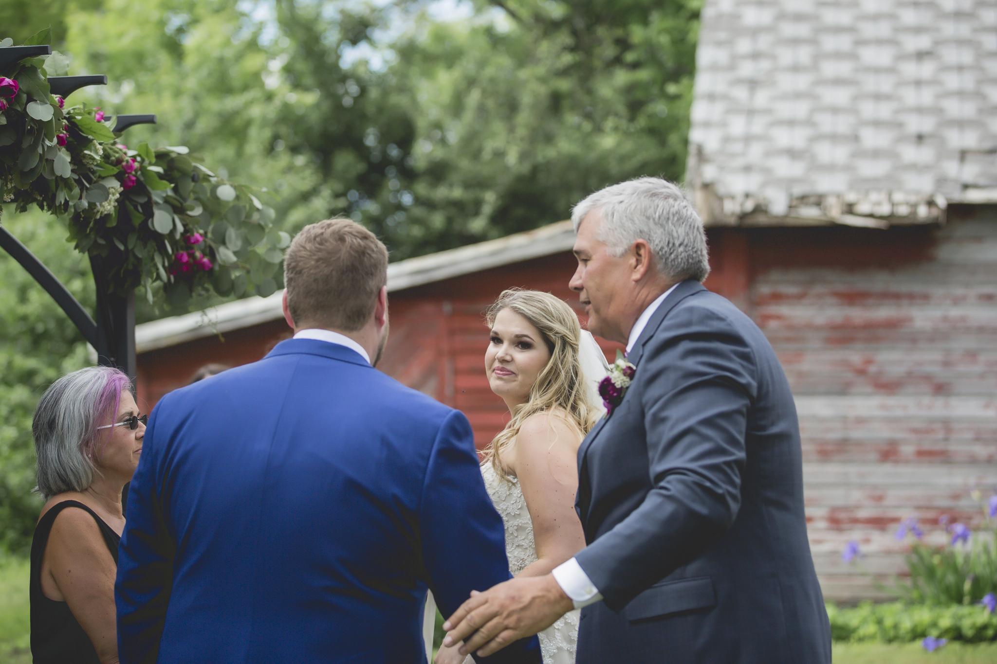 minnesota family farm outdoor wedding photographer-24.jpg