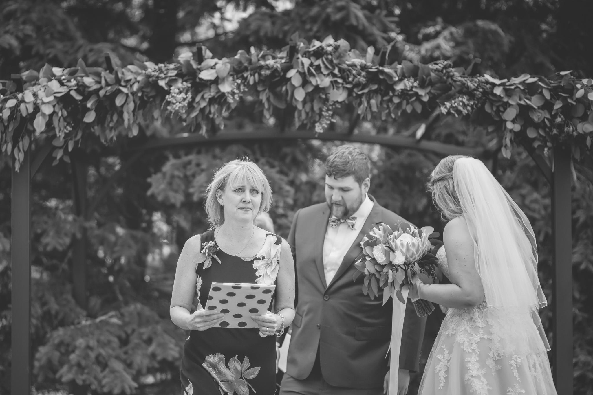 minnesota family farm outdoor wedding photographer-26.jpg