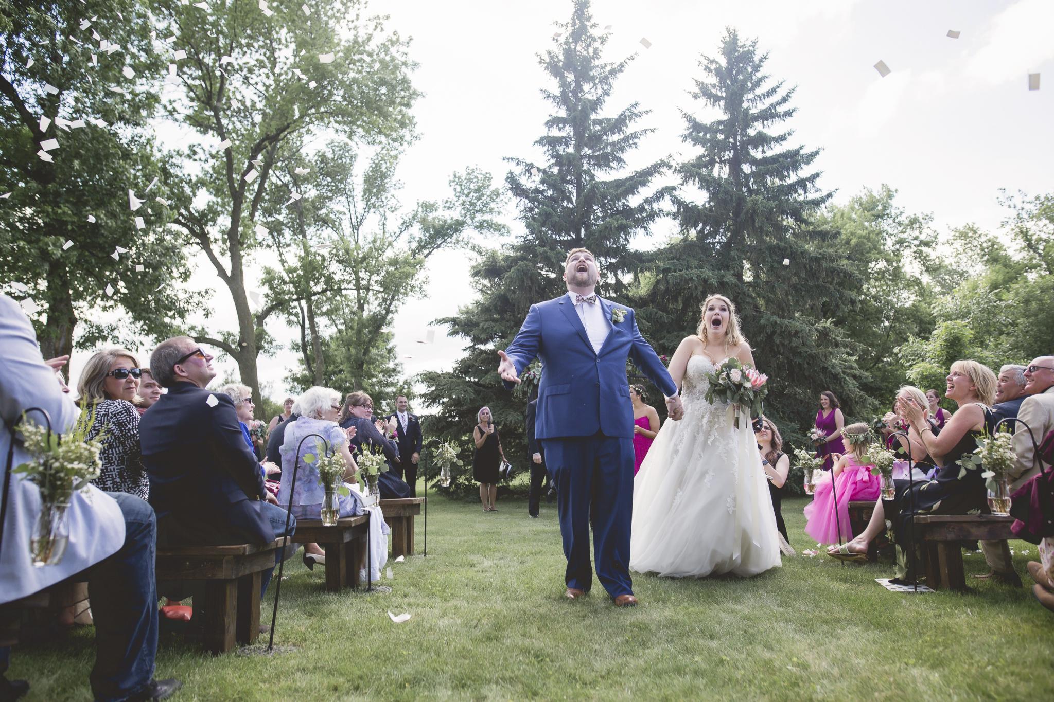 minnesota family farm outdoor wedding photographer-31.jpg