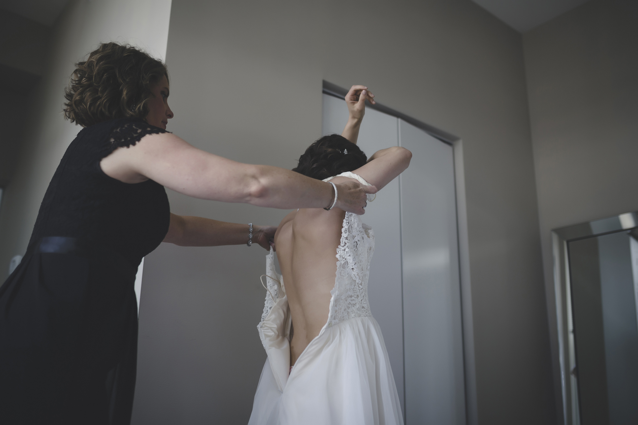 17 bauhaus brewery minneapolis wedding photographer bride getting ready.jpg