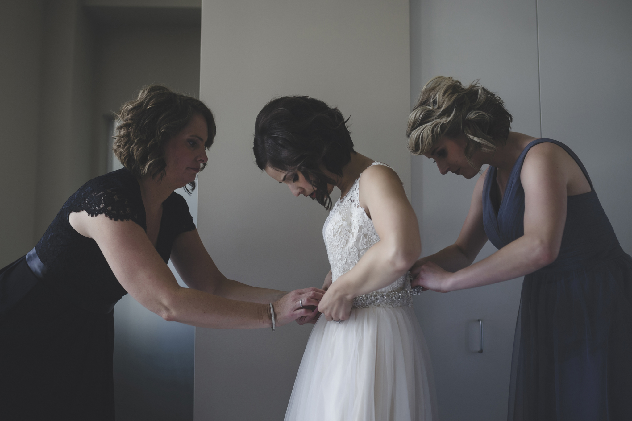 18 bauhaus brewery minneapolis wedding photographer bride getting ready.jpg