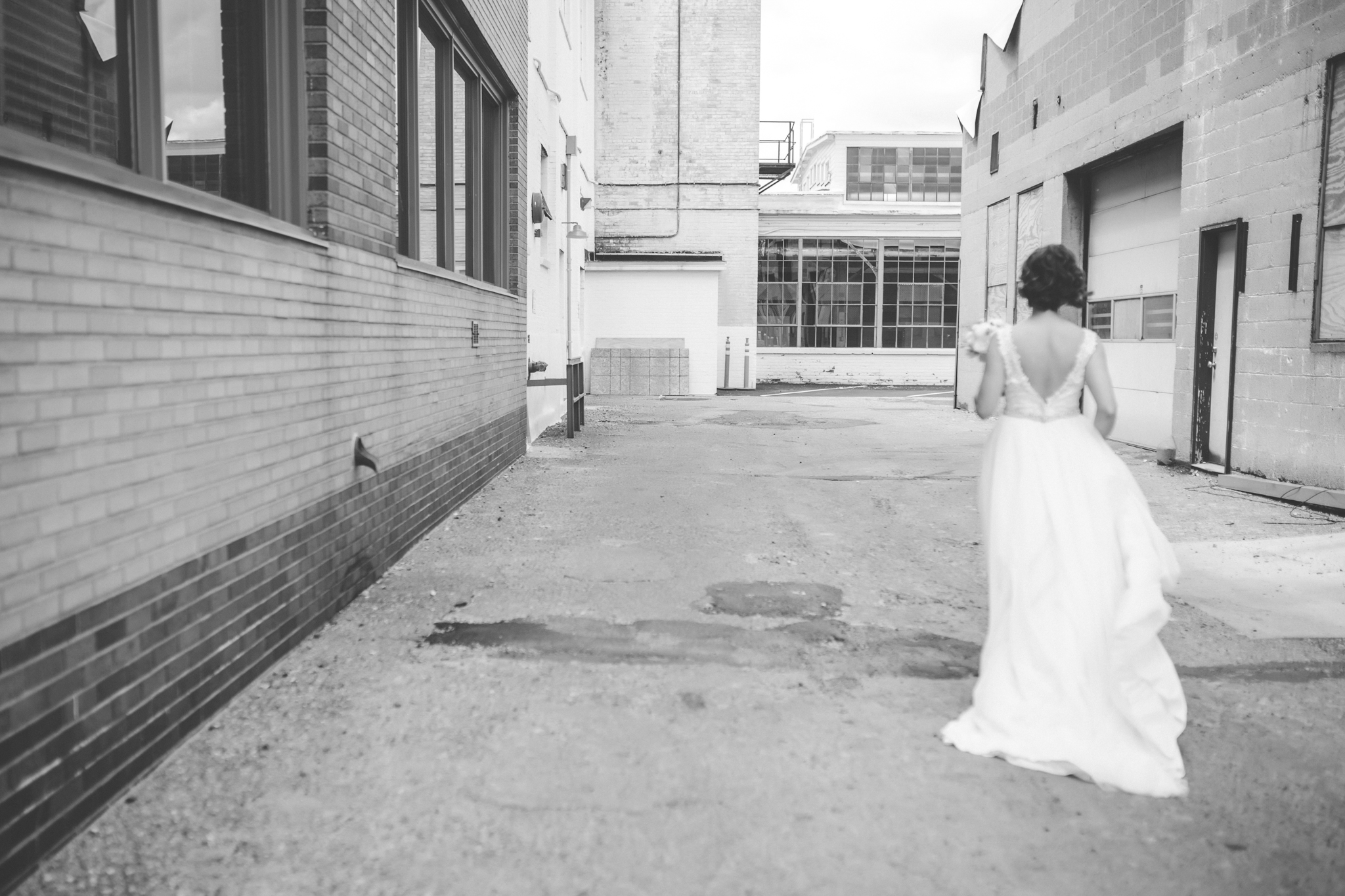25 bauhaus brewery northeast minneapolis wedding photographer first look.jpg