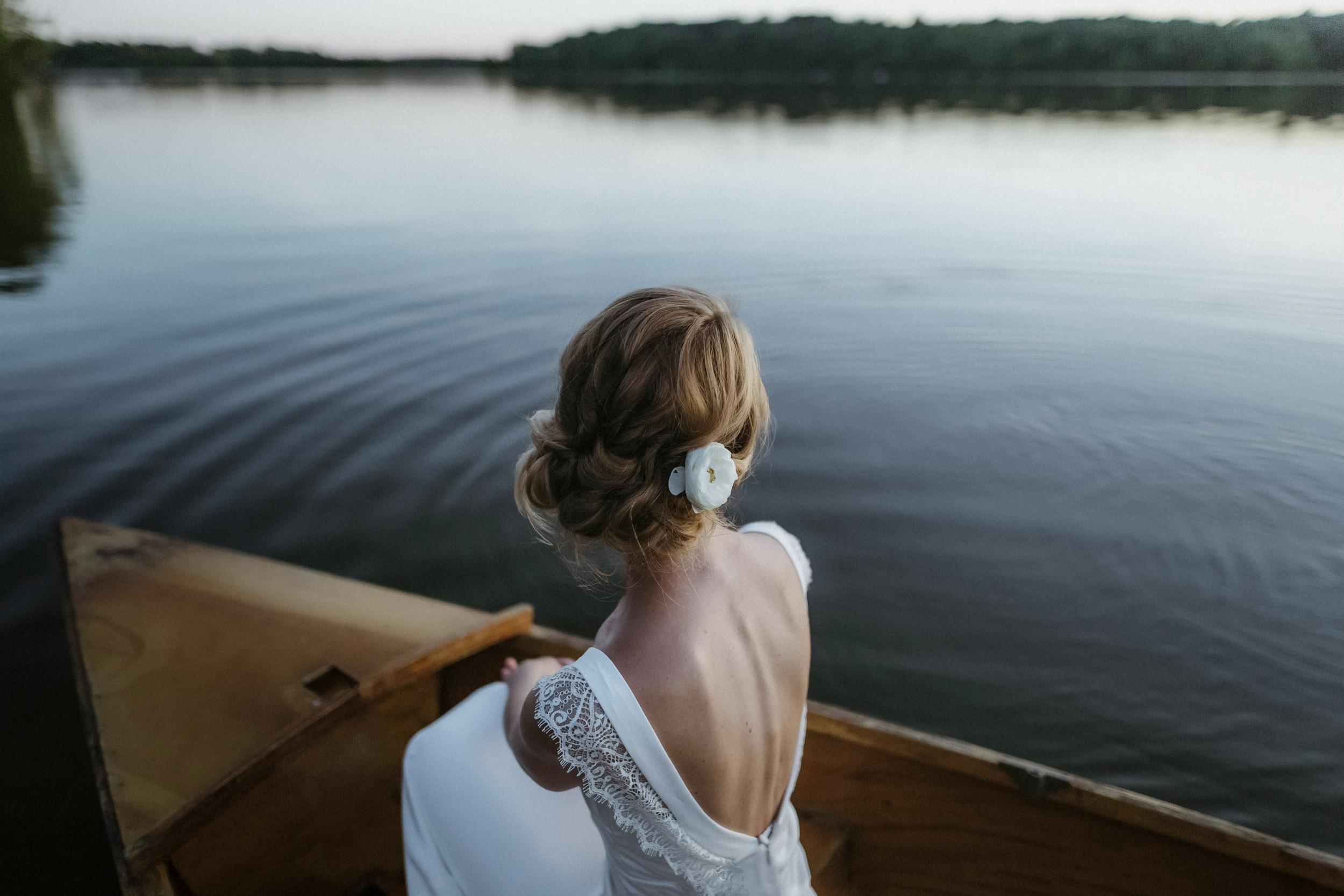 74-minneapolis lakeside bride canoe documentary wedding photographers-1.jpg