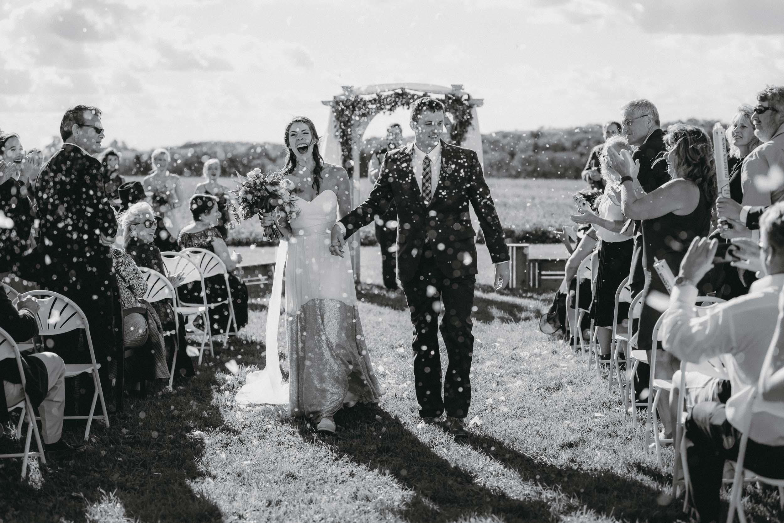 _19A0100.jpg3-minnesota backyard farm documentary wedding photographers-1.jpg