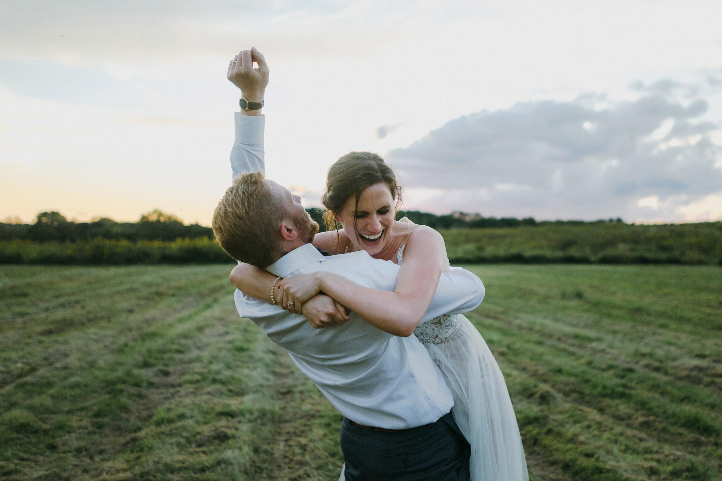 10-minneapolis candid outdoor wedding photographers-2.jpg
