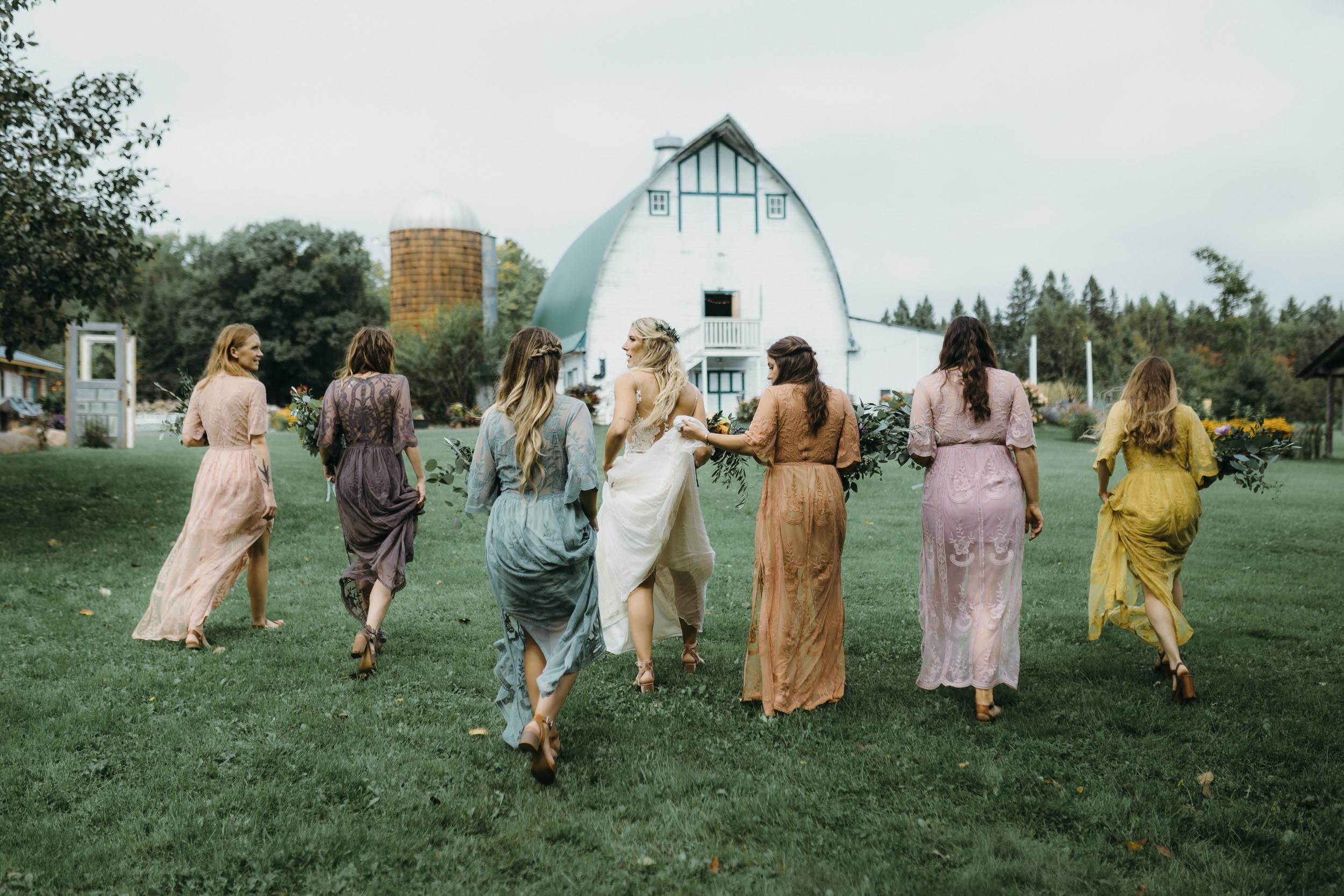 17-minneapolis boho candid outdoor backyard wedding photographer-4.jpg