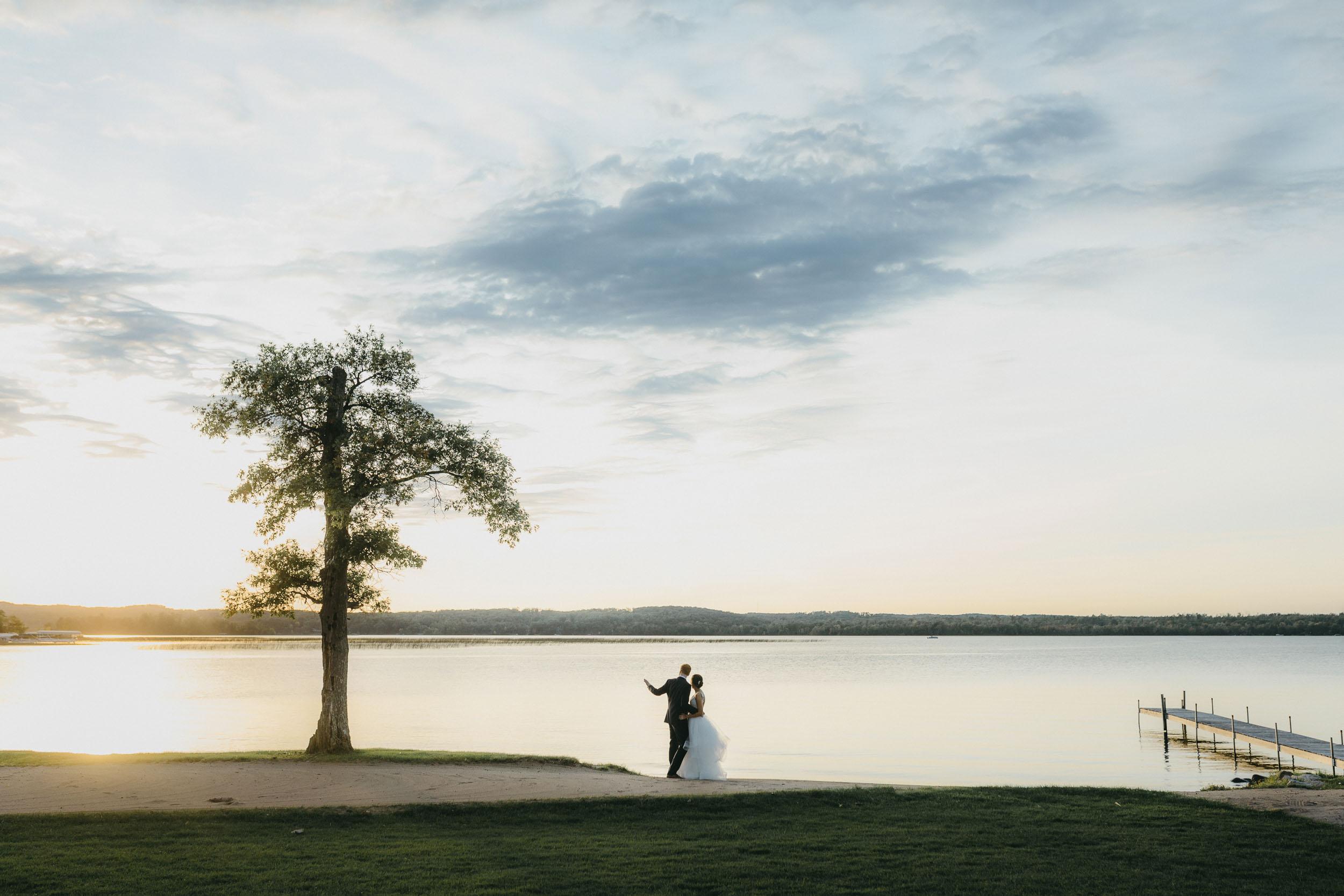 32-maddens resort minnesota creative wedding photographer-1.jpg