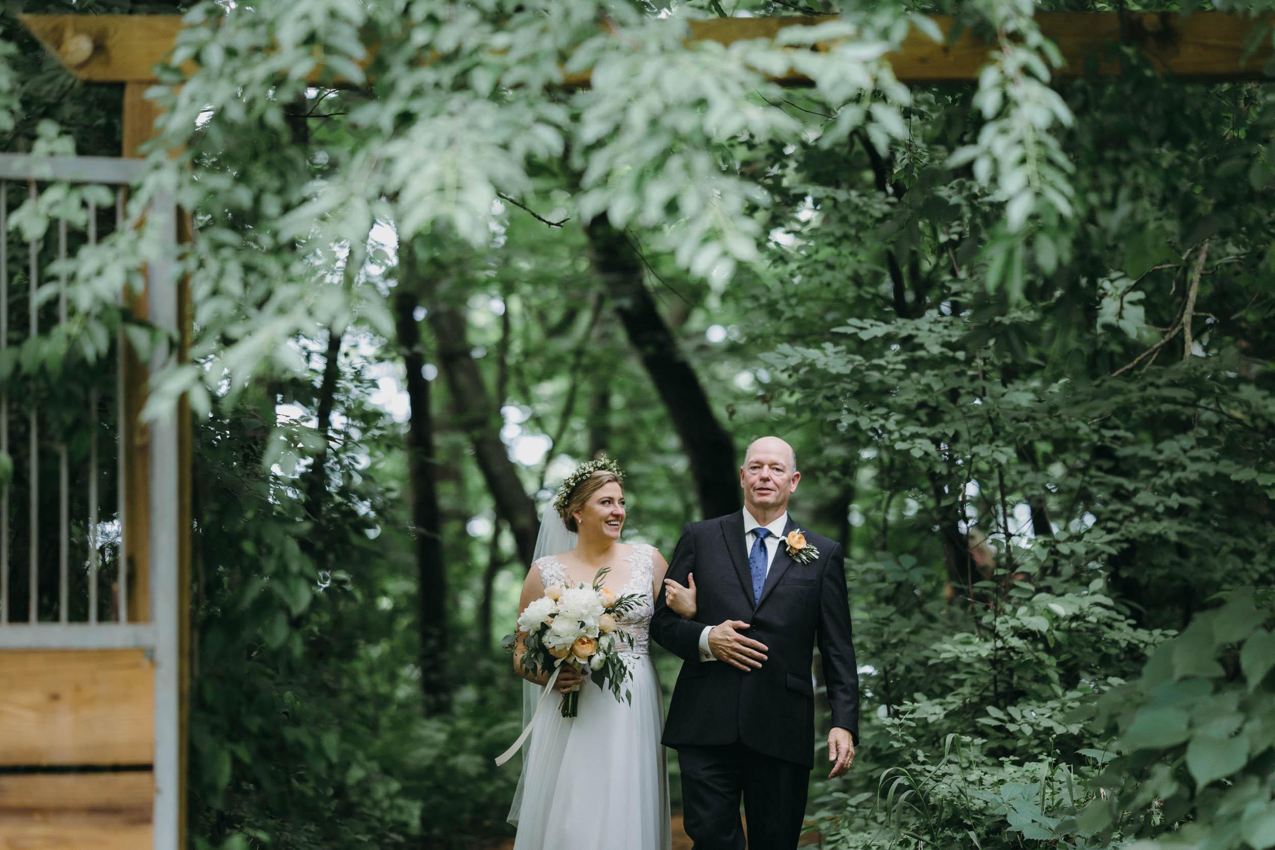14-minnetonka orchard candid wedding photographer-4.jpg