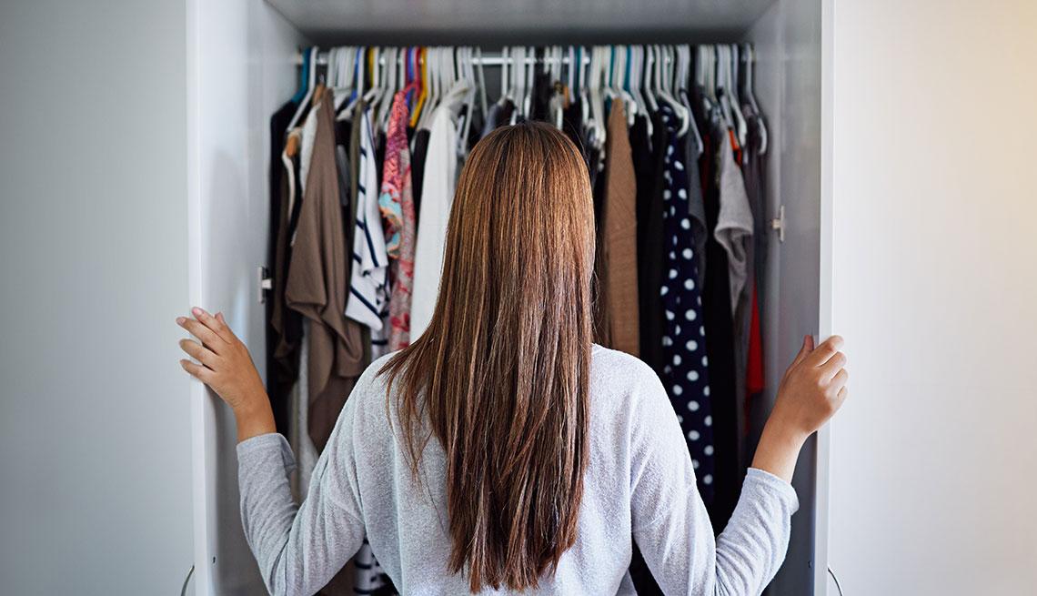 1140-woman-infront-closet-clothes-fashion.imgcache.revcf3fb0c1457d1d5041059575f3b4a893.jpg