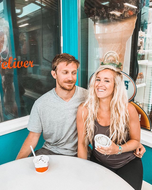 This is my best friend one of our hobbies include eating good food together 👫 . In the spirit of being on vacay here's how I try to stay healthy(ish). Remember, you take break from diets not lifestyles 😉 . Nutrition: I focus on getting protein in because carbs and fats are typically easier to get esp on vacation! Breakfast and lunch are healthy options and dinner is whatever I feel like (in moderation) that might be a wrap with fries or loaded nachos, or pizza, or maybe a salad 🤷🏼♀️. Dessert isn't off limits either 😉 ALSO drink lots of water still. You can always carry a water bottle with you. . Working out: it always depends. Usually Ashton and I like to workout on vacay but this trip we haven't and we've been ok with that. Short hiit workouts, core workouts, walks are good options if you want to workout, if you don't then don't 🤷🏼♀️ . You don't HAVE to workout or not workout, you don't HAVE to eat healthy or unhealthy just because you're on vacation.. That's not a good mindset to have. That's a diet mentality. . Lifestyle vs diet mentality . Lifestyle : I'm going to start with a salad because it's nutritious for my body (even if you have nachos after). . Lifestyle: I'm going to eat and enjoy a couple pieces of pizza . Diet: I've already blown it I might as well eat all of the pizza . Diet: I have to work off this food . Lifestyle: I will workout tomorrow but today I'm choosing to rest and be at peace with that decision. . What're some travel tips you have to stay healthy?! . . . . #25weekspregnant #ffa #traveltipsandtricks #foodisfuel