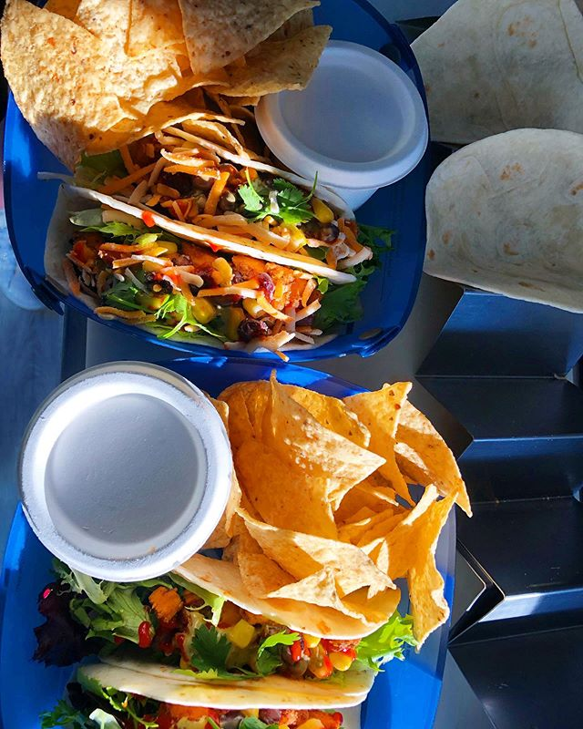 Although we have compostable containers, we encourage folks to bring there own reusable containers. Less waste and reduces your #carbonfootprint 🙌♻️ #tacomory #tobermory #brucepeninsula #explorethebruce #reuseablecontainers #tacomorytruck #tacotruck